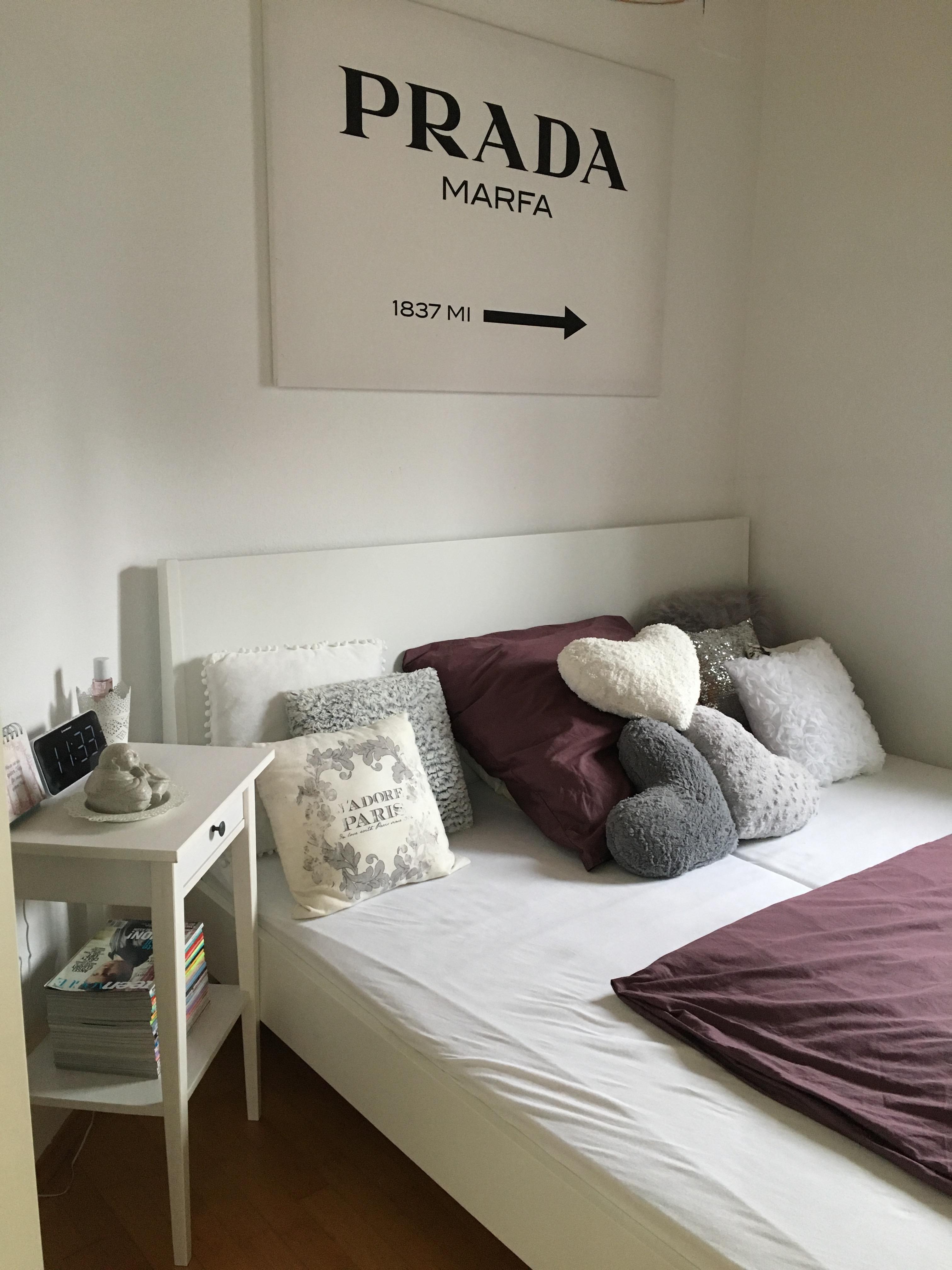 Bett Schlafzimmer Schwarzweiss Lila Deko Prada