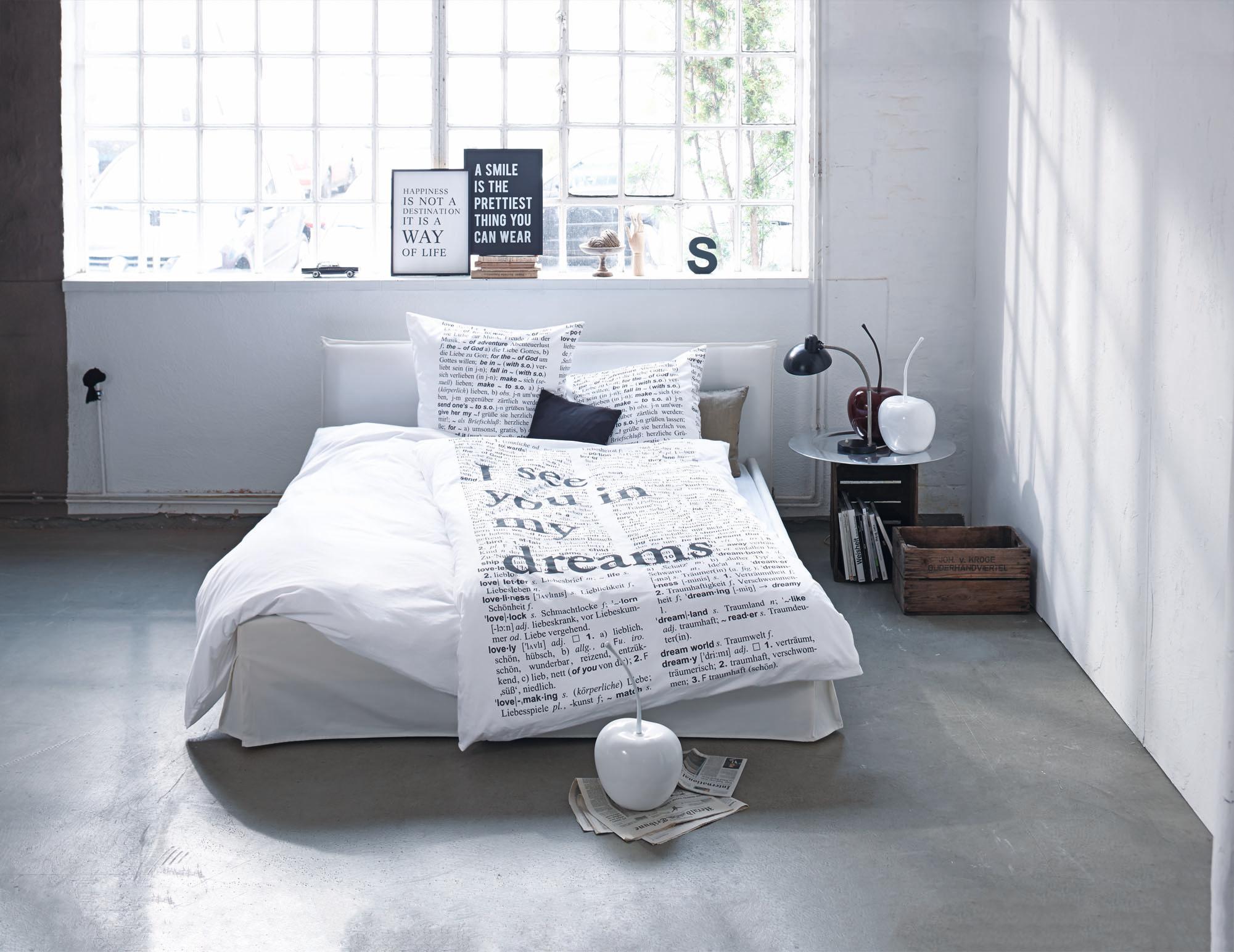 bettw sche mit schriftzug bett bettw sche nachtti. Black Bedroom Furniture Sets. Home Design Ideas