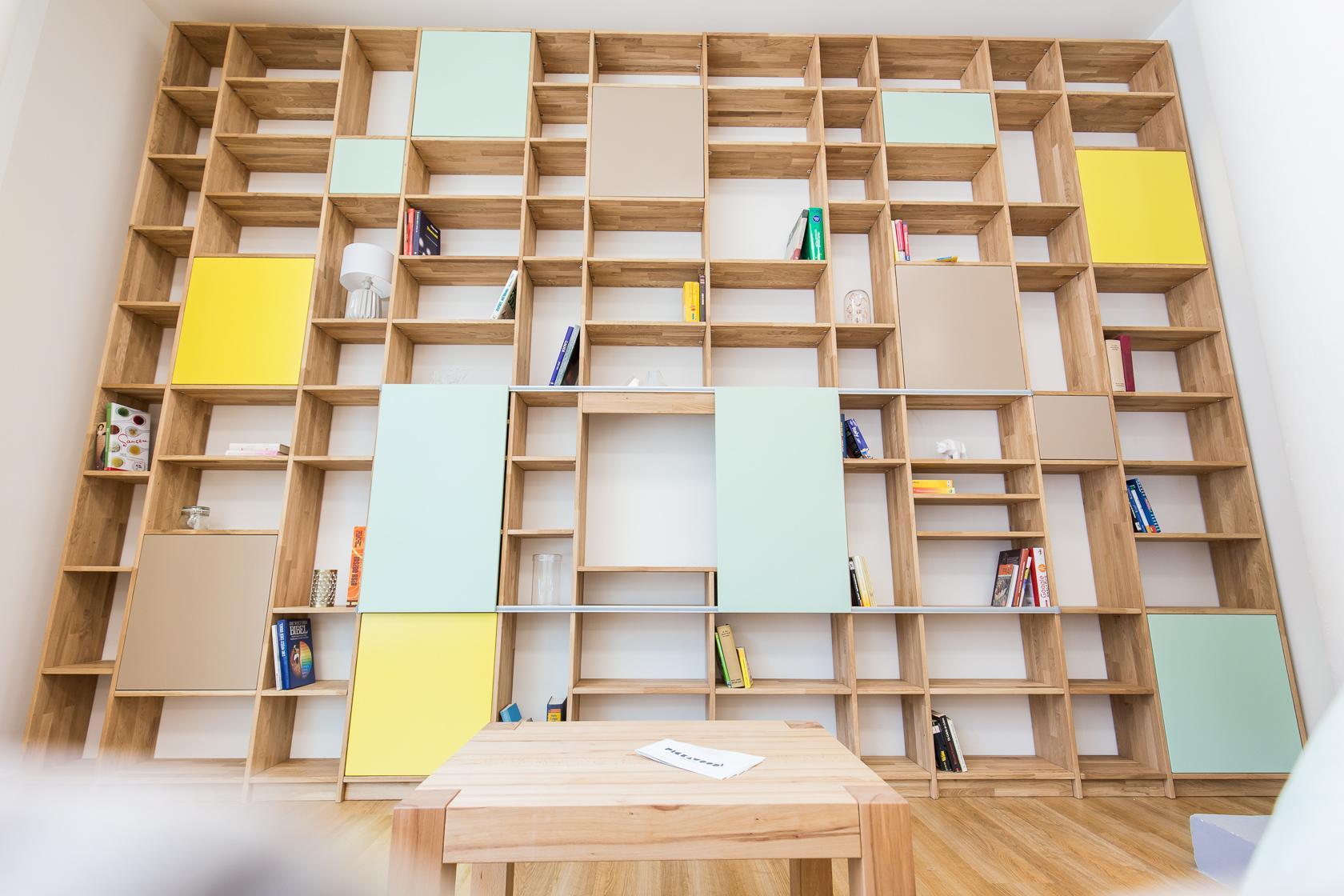 Fantastisch Bibliothek Mit Integriertem TV Fach #bibliothek #regal #bücherregal  ©Pickawood GmbH