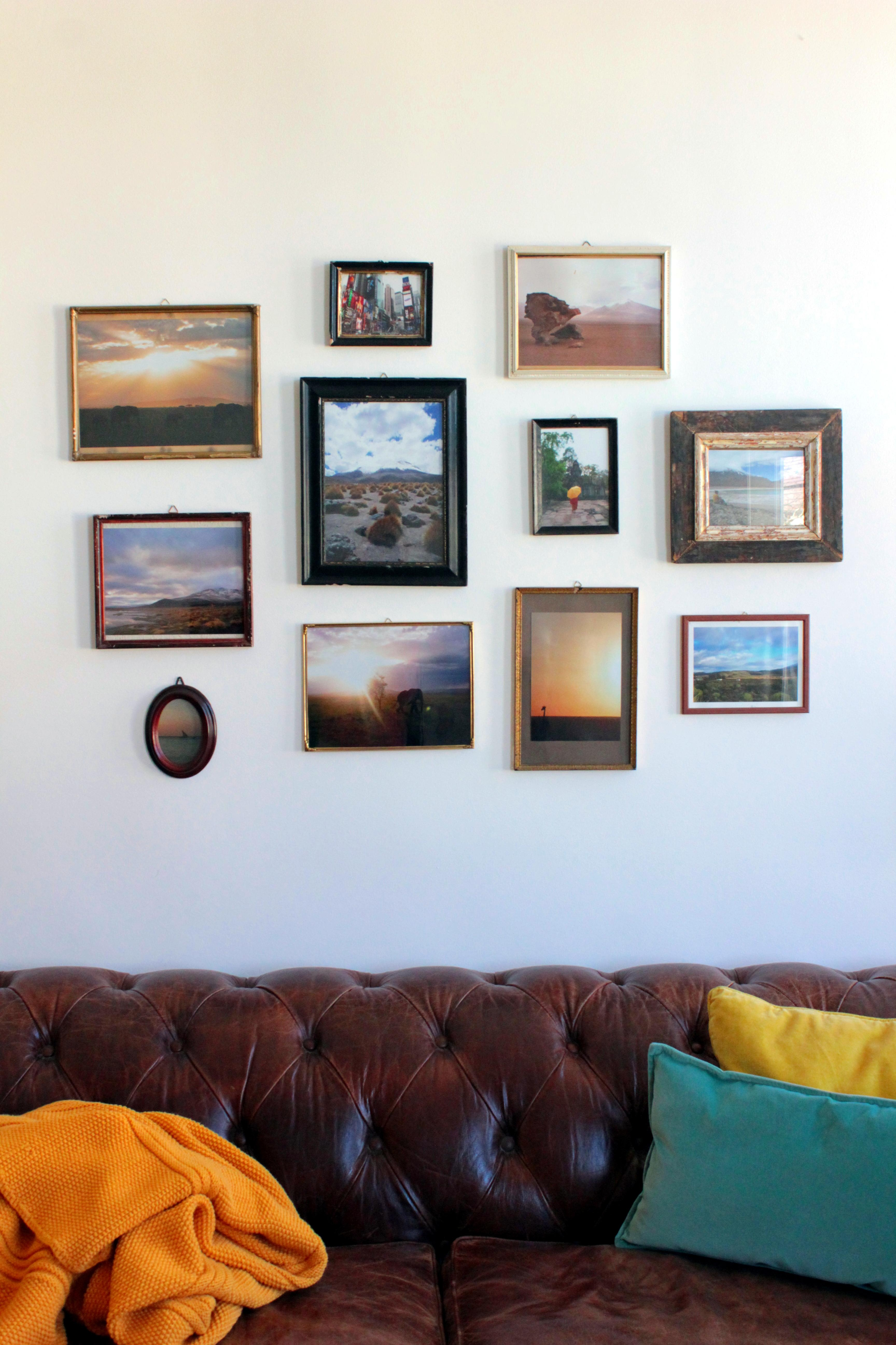 bilderwand ideen inspiration bei couch. Black Bedroom Furniture Sets. Home Design Ideas