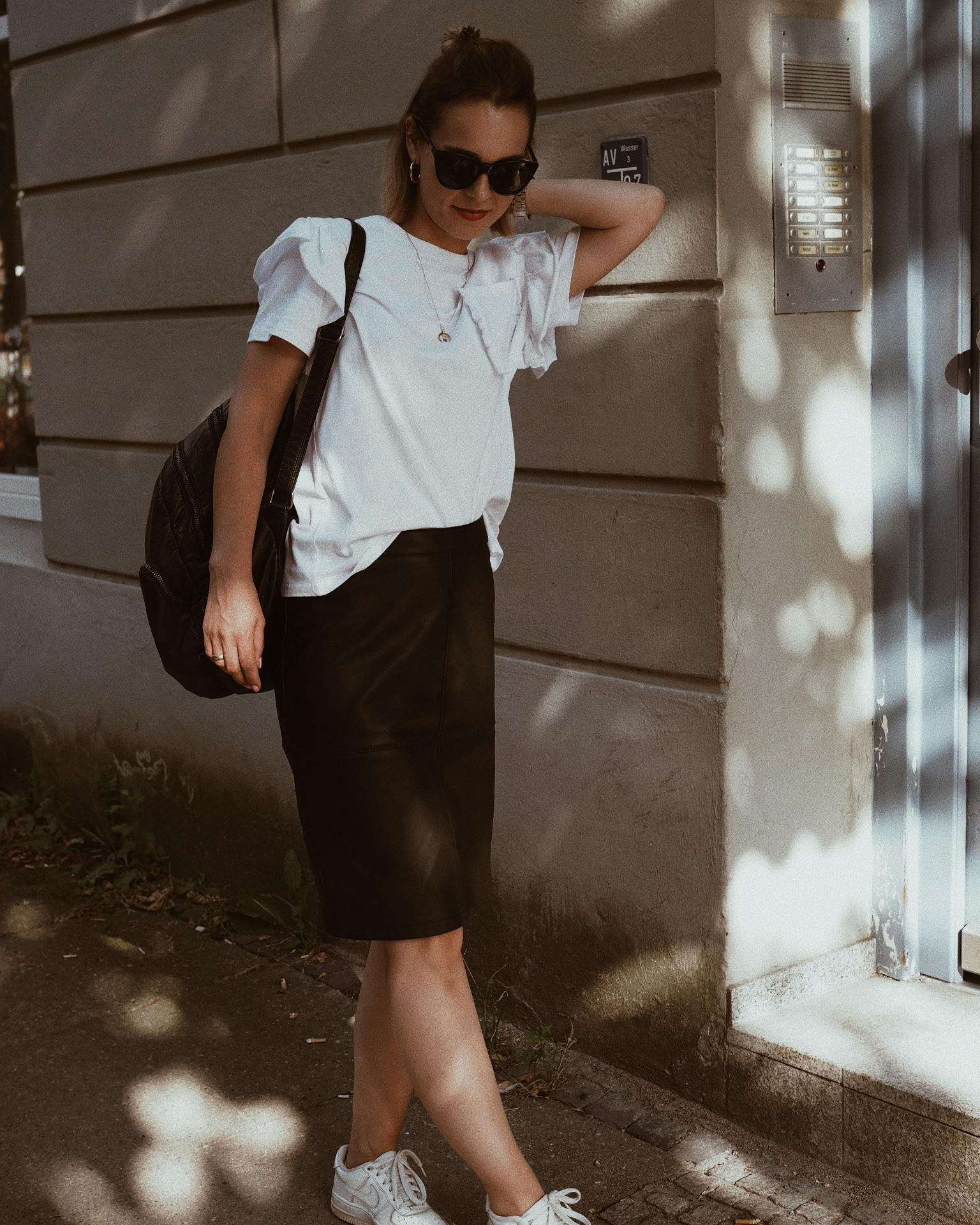 Black & white 🖤 #fashion #fashioncrush #ootd #halfbun #summerlook