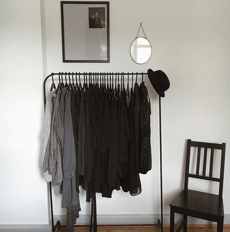 Black is my happy colour  livingchallenge ankleidezimmer hangingclothes winteriscoming  89051987 f46e 4db2 92cf 30e8878a57cf