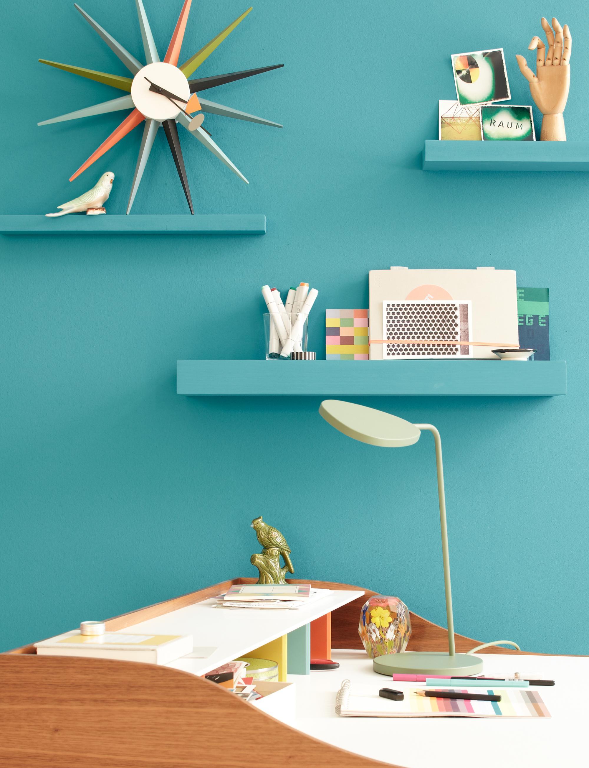 Blaue Lagune #wandfarbe #wandregal #aufbewahrung #wandgestaltung  #tischlampe #wanddeko #wanduhr