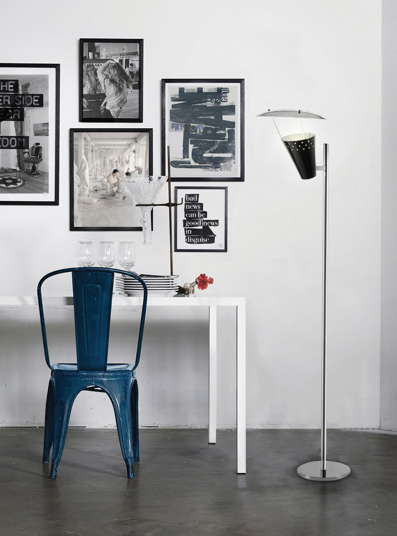 "Blauer ""Tolix A Chair"" #betonboden #tisch ©DelightFULL I Unique Lamps"