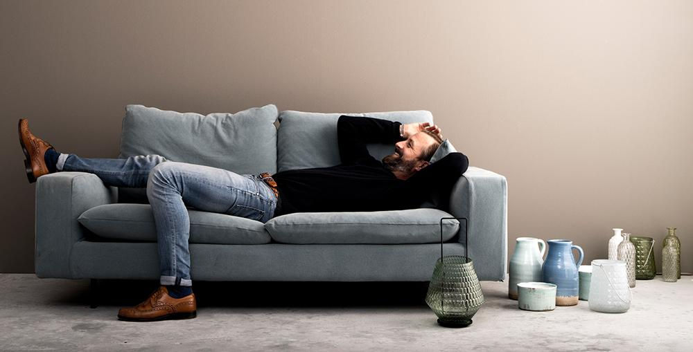 Blaues Sofa Mit Deko Aus Vasen #vase ©Octopus Handels GmbH