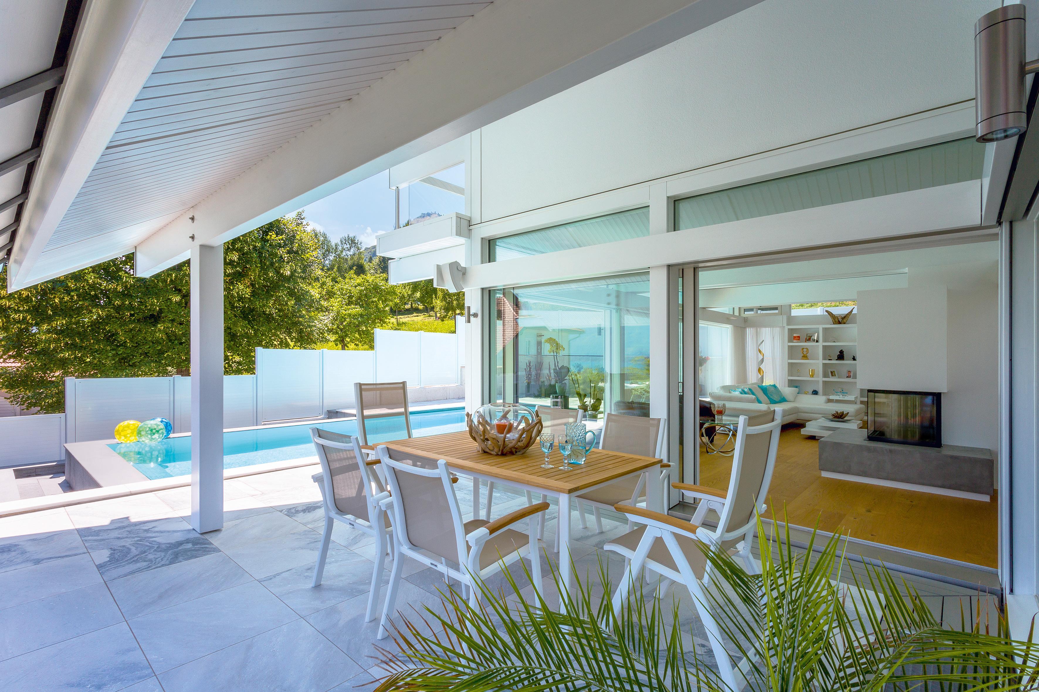 Berdachte terrasse bilder ideen couchstyle - Holztisch terrasse ...