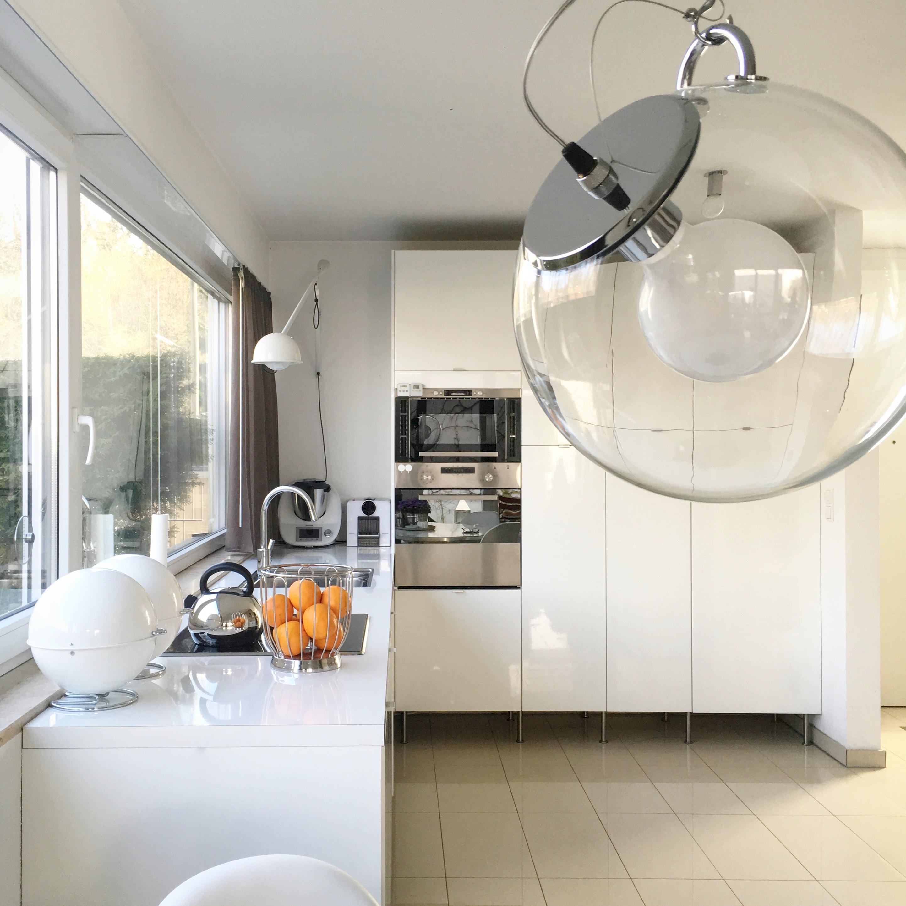 Blick in die Küche #küche #esstisch #wandleuchte #ik...