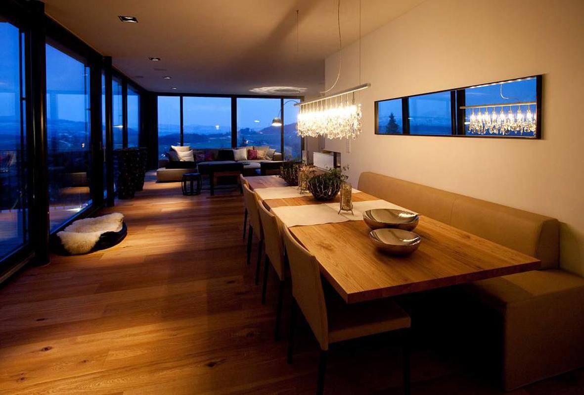blick vom esstisch in das wohnzimmer stuhl fenster. Black Bedroom Furniture Sets. Home Design Ideas