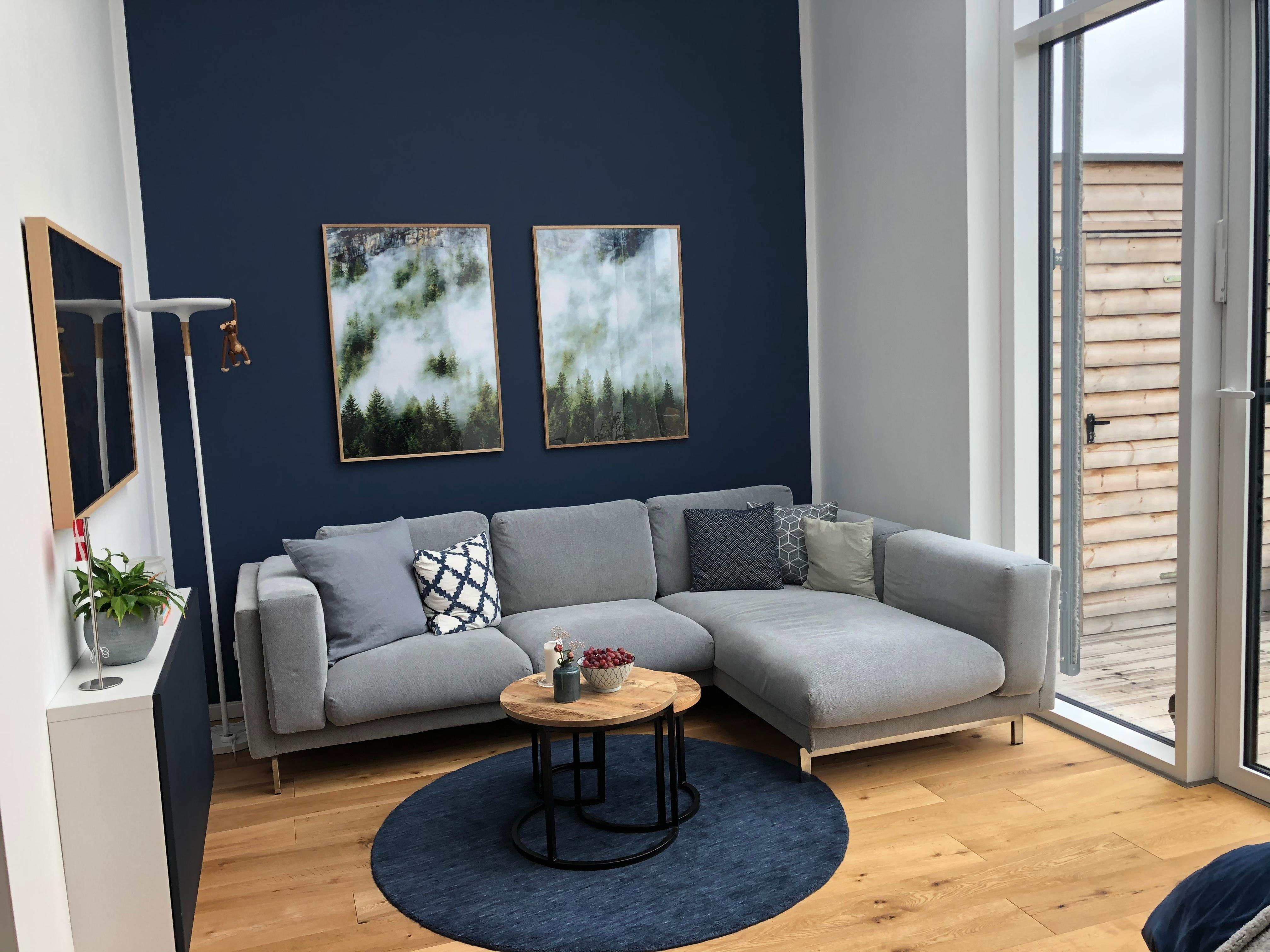 Blue is the new black wohnzimmer theframe chouch  589e66be f436 4b21 ab5e 7a23fe8fb25c