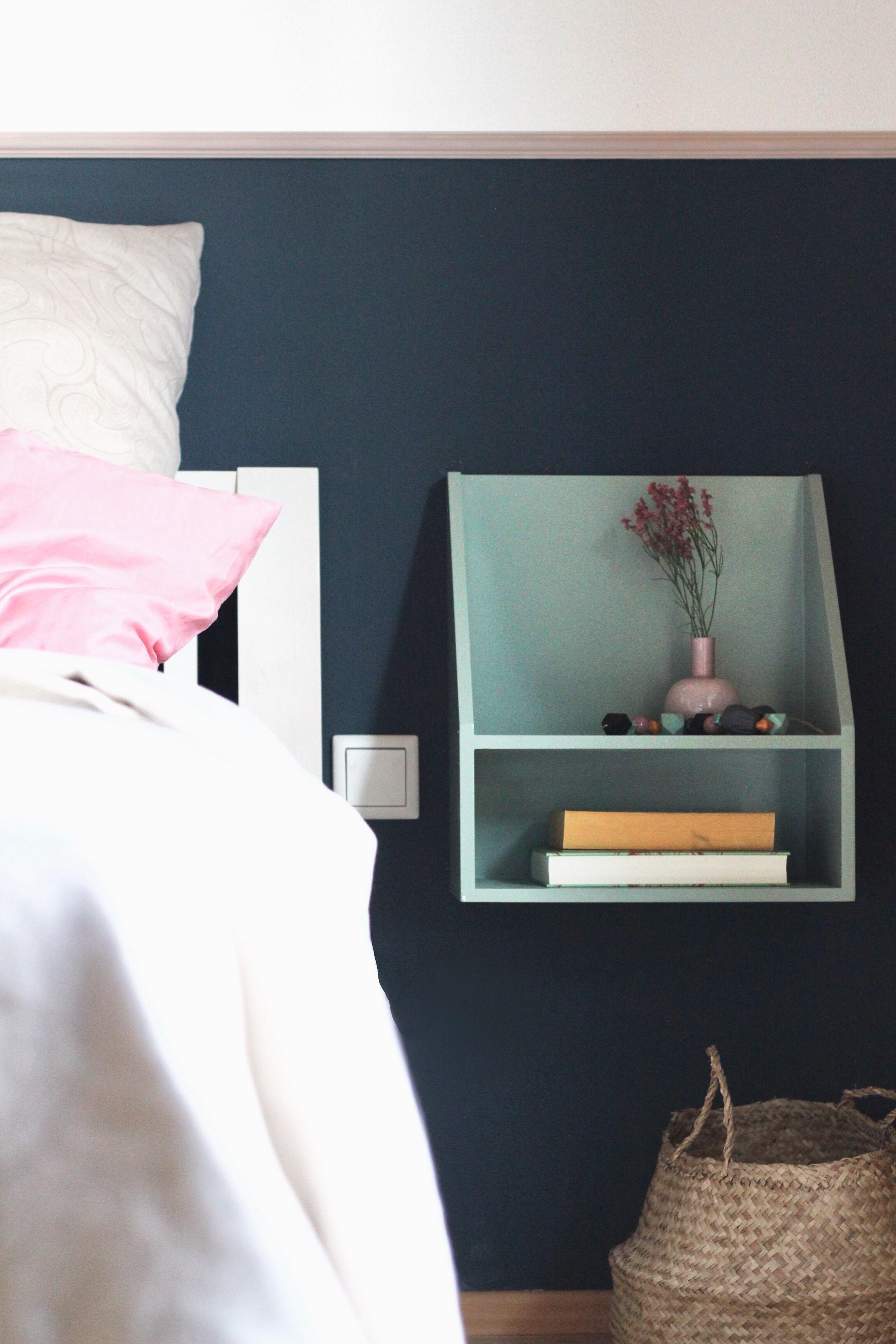 BLUEberryMOOD #living #schlafzimmer #wandgestaltung #farbe #bett  #nachttisch #blau #