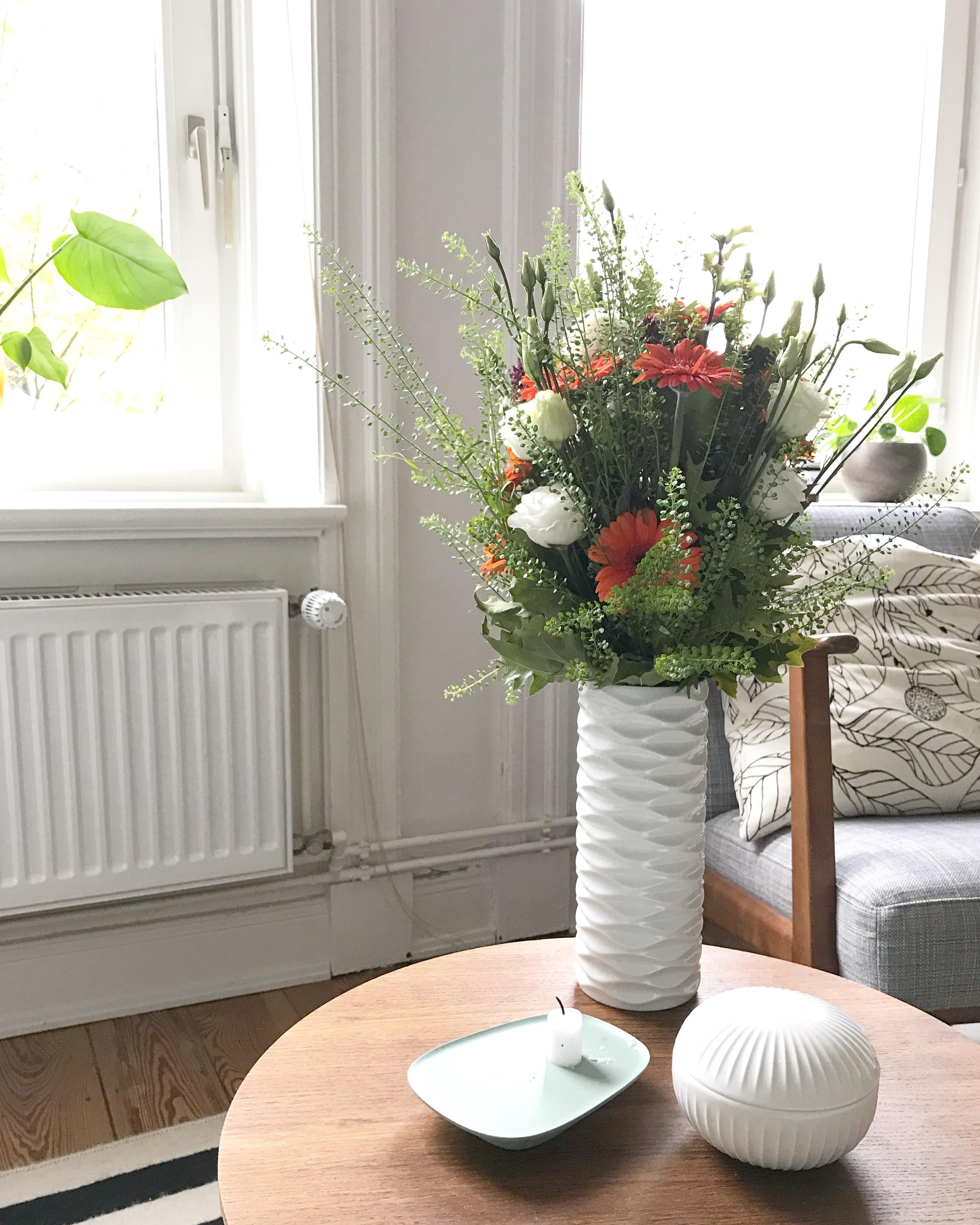Blumen Fuers Auge Vase Weissevase Couchtisch Altbau Ikeasessel Flowerpower  Dd9555ca 3efc 41ae Ac6d 289829b83482