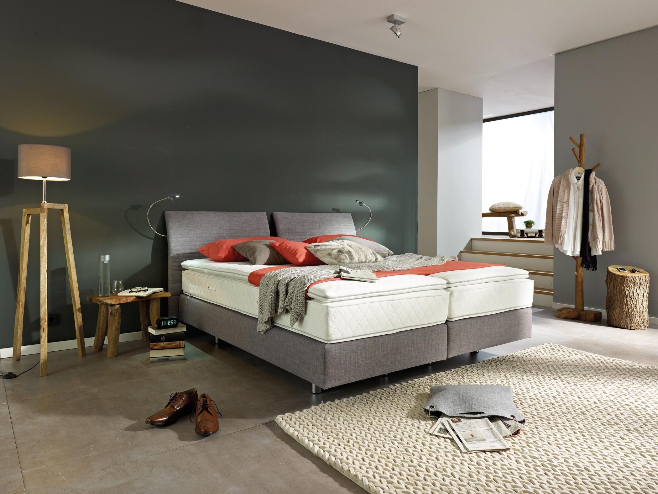 Boxspringbett im klassischen Schlafzimmer #teppich #...