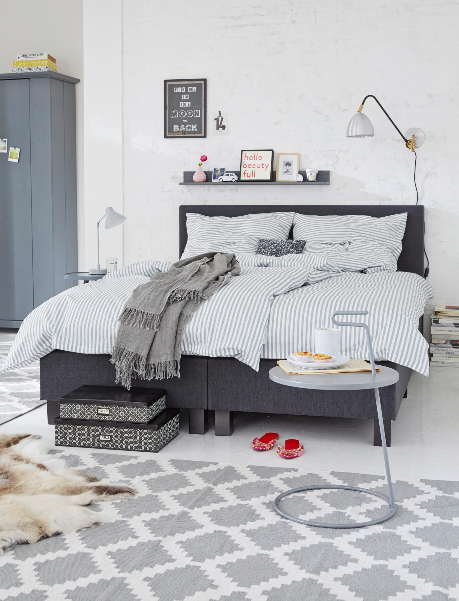 Boxspringbett in Grau #wandregal #bettwäsche #boxspr...