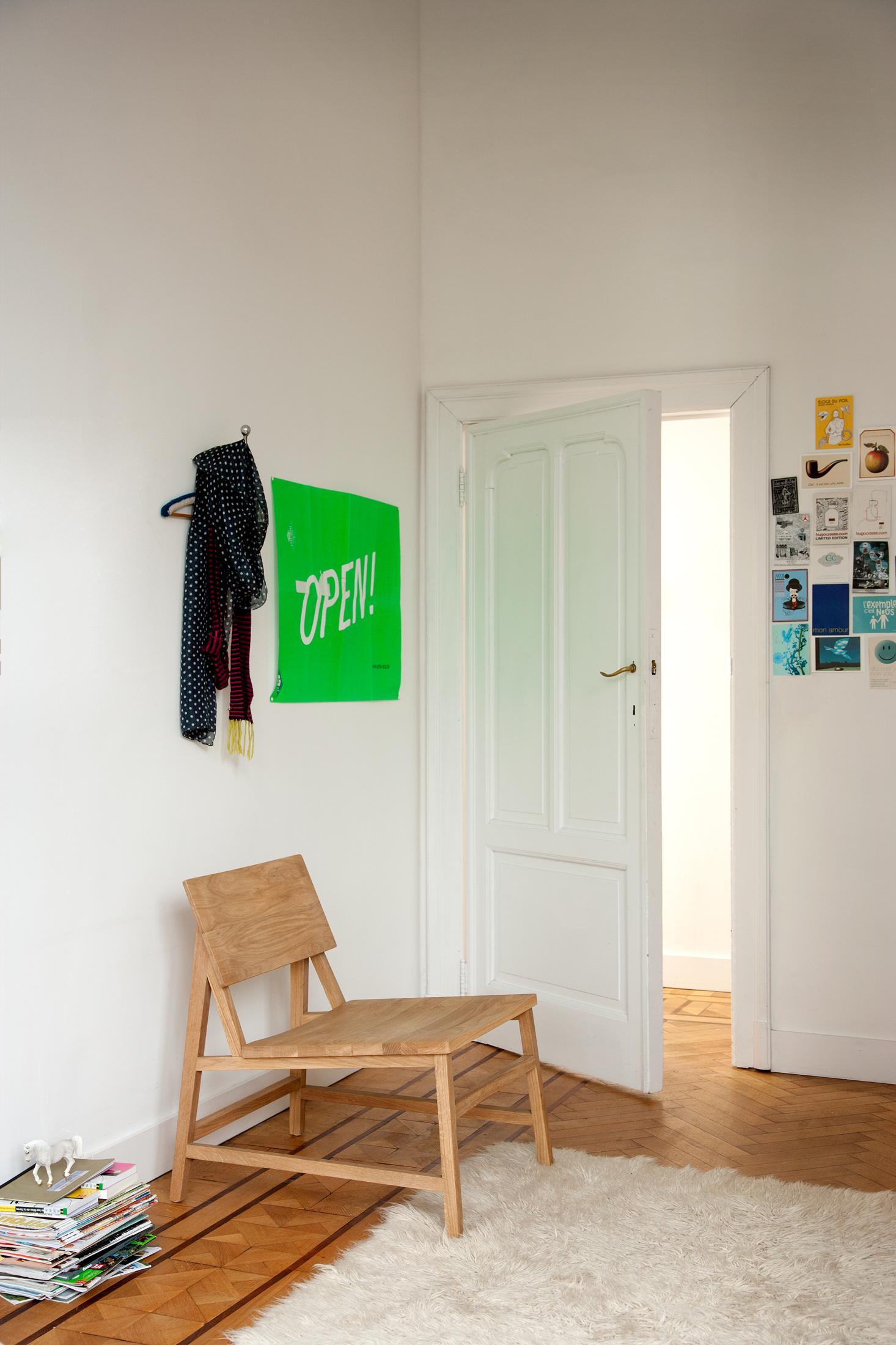 Breiter Loungestuhl Aus Holz Stuhl Teppich Poster