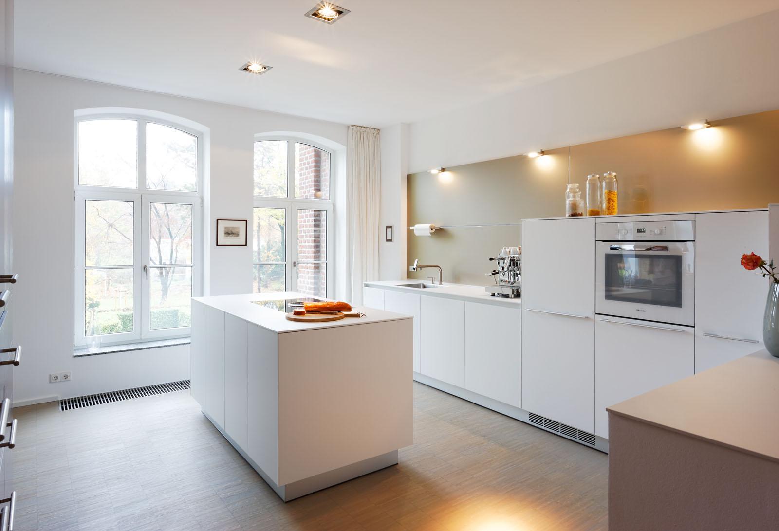 bulthaup b3 mit alpinweißen laminat-fronten #küche #