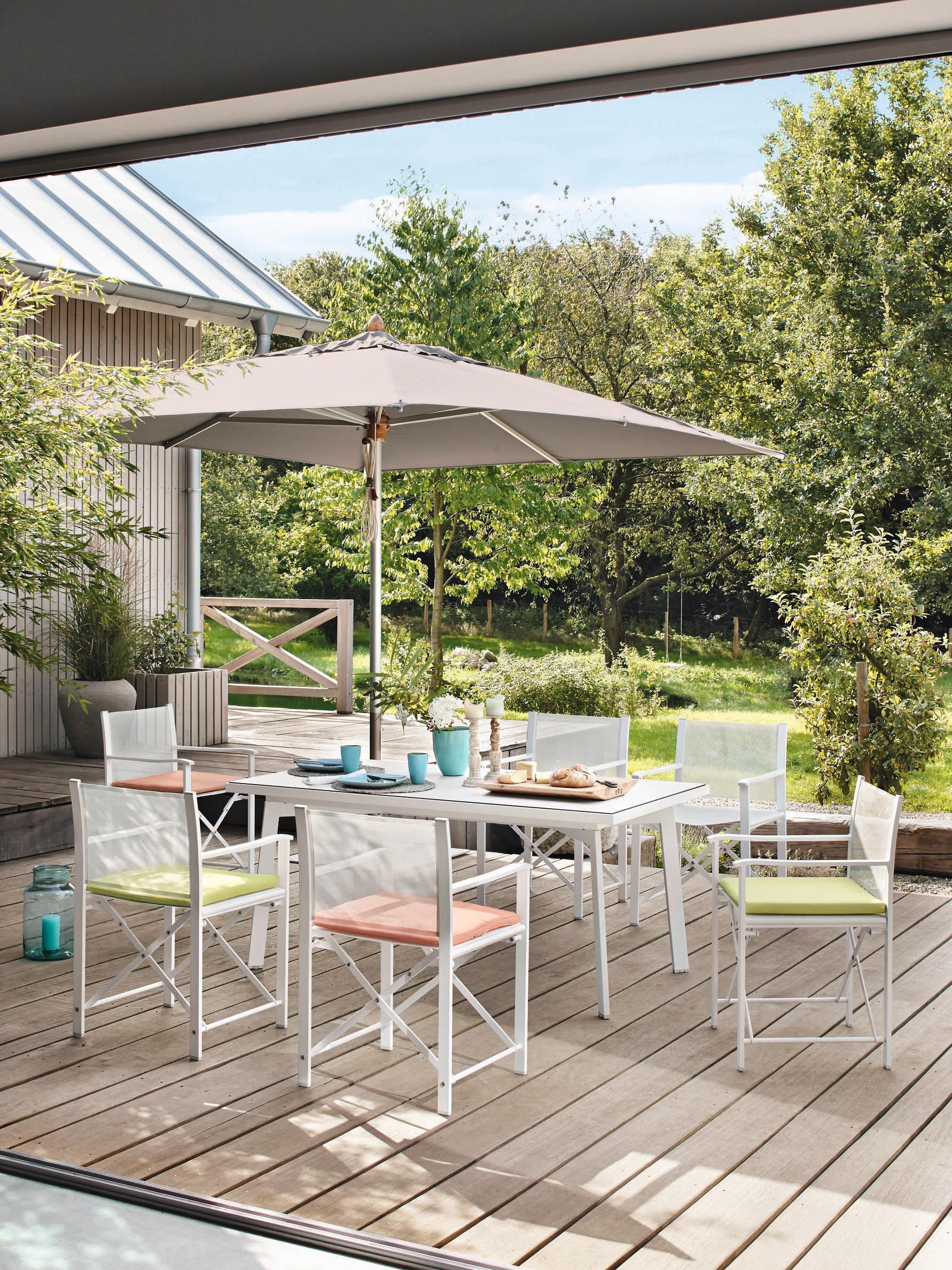 Bunte Sitzkissen Als Blickfang Stuhl Gartenmöbel