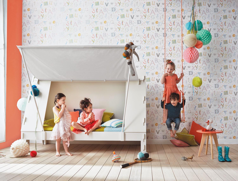Bunte Tapete Mit Buchstaben Für Das Kinderzimmer  #wandgestaltungkinderzimmer ©Camengo