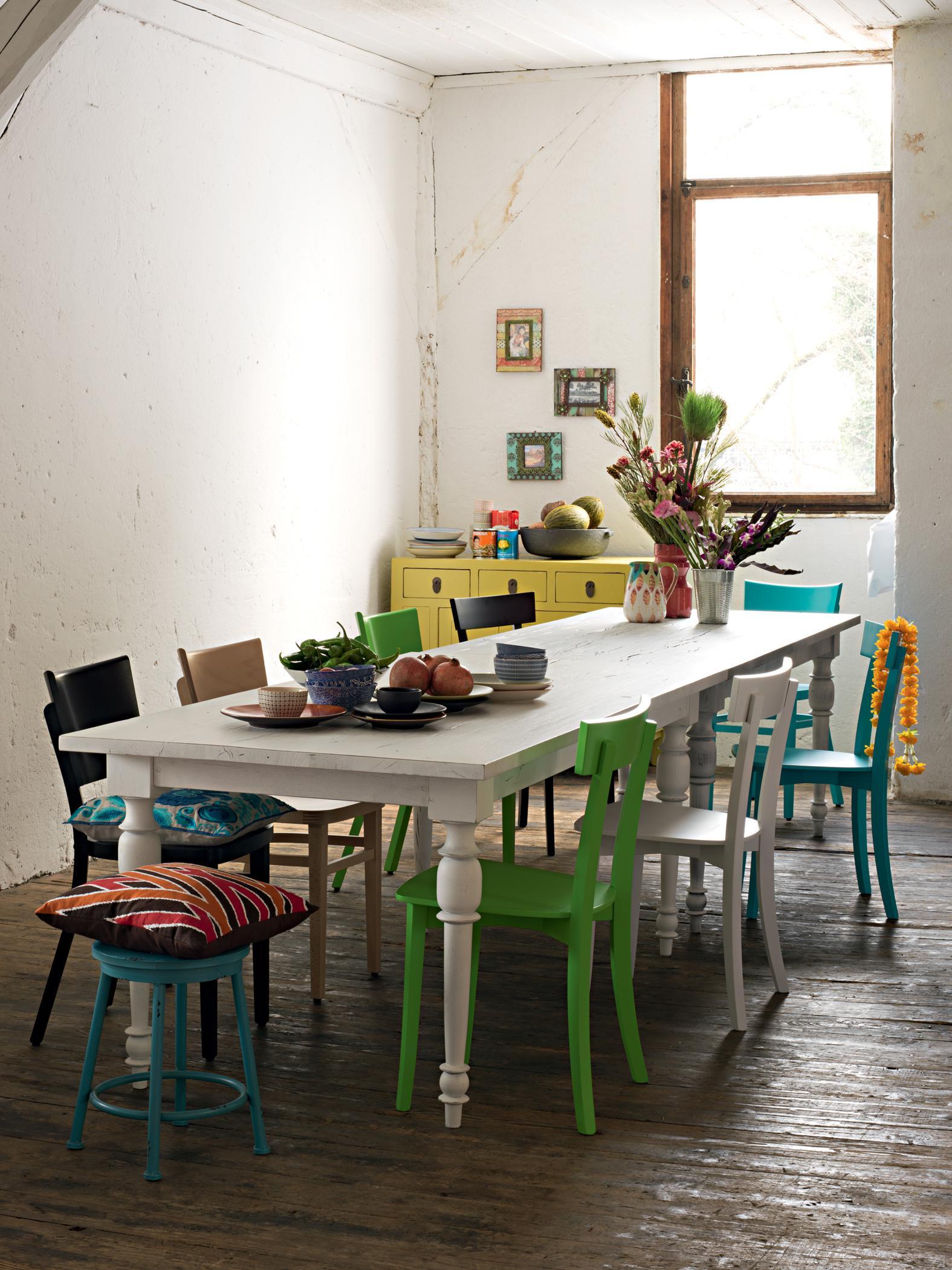 Bunter Mix Aus Stühlen Stuhl Hocker Esstisch Kom