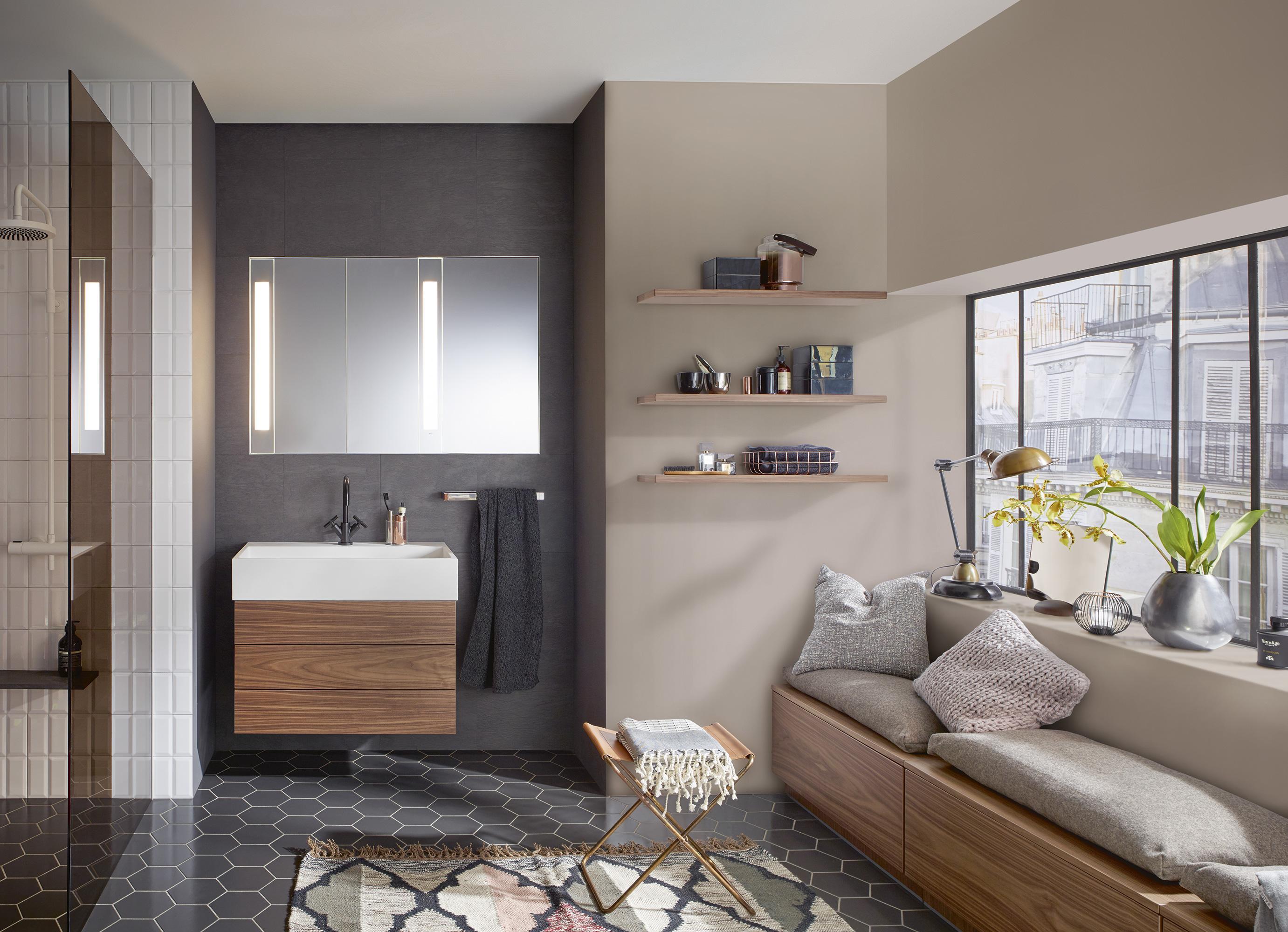Burgbad Crono Badezimmer Mit Möbeln In Nussbaum #waschtisch #waschbecken  #wandablage #sitzecke #
