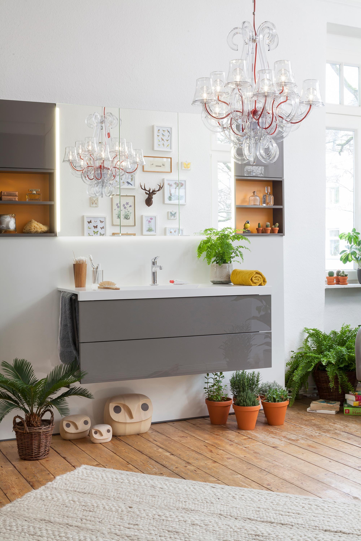 cconceptwall grau mit farbigen regalen #dielenboden ... ? couchstyle - Kronleuchter Für Badezimmer