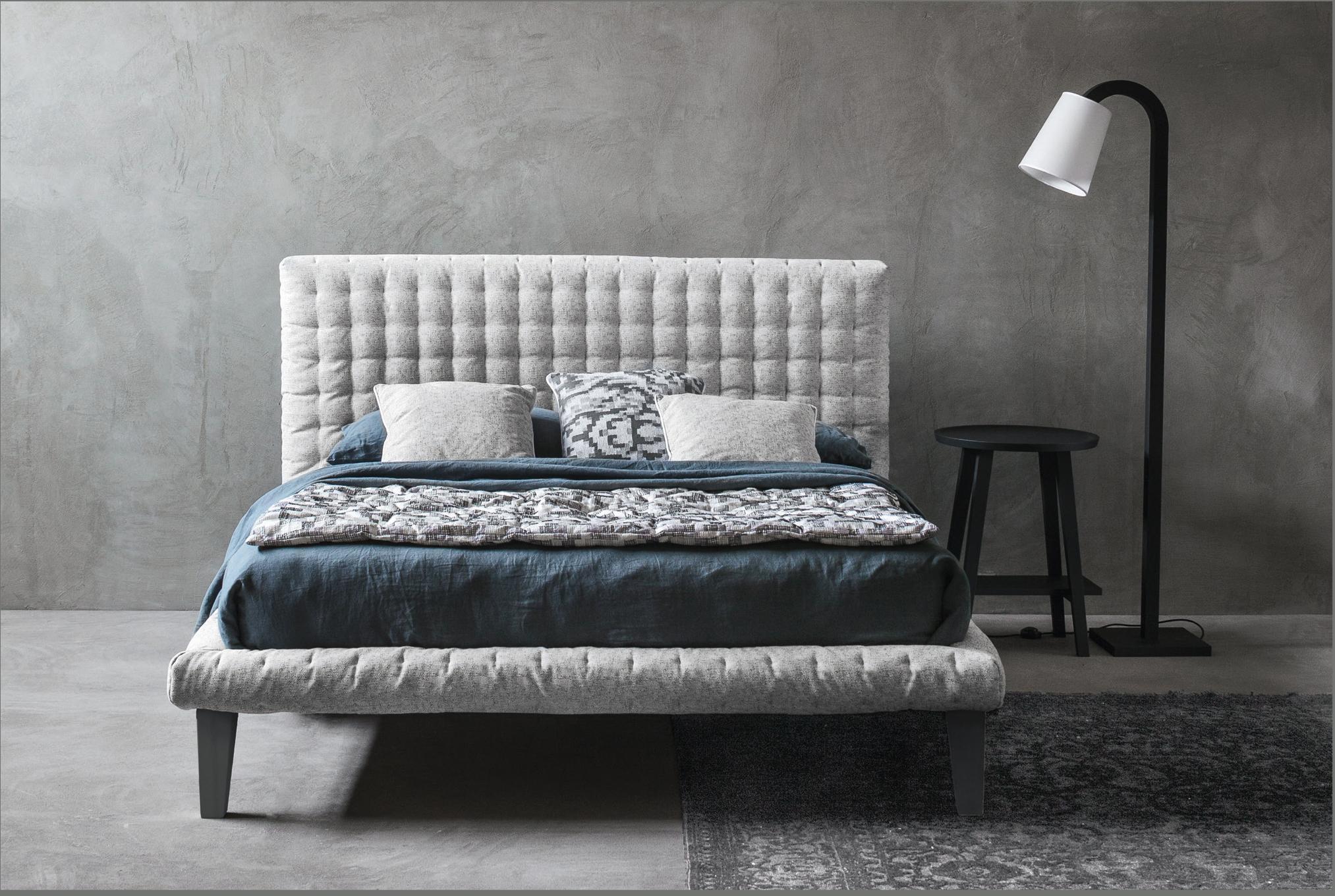 graues polsterbett bilder ideen couch. Black Bedroom Furniture Sets. Home Design Ideas