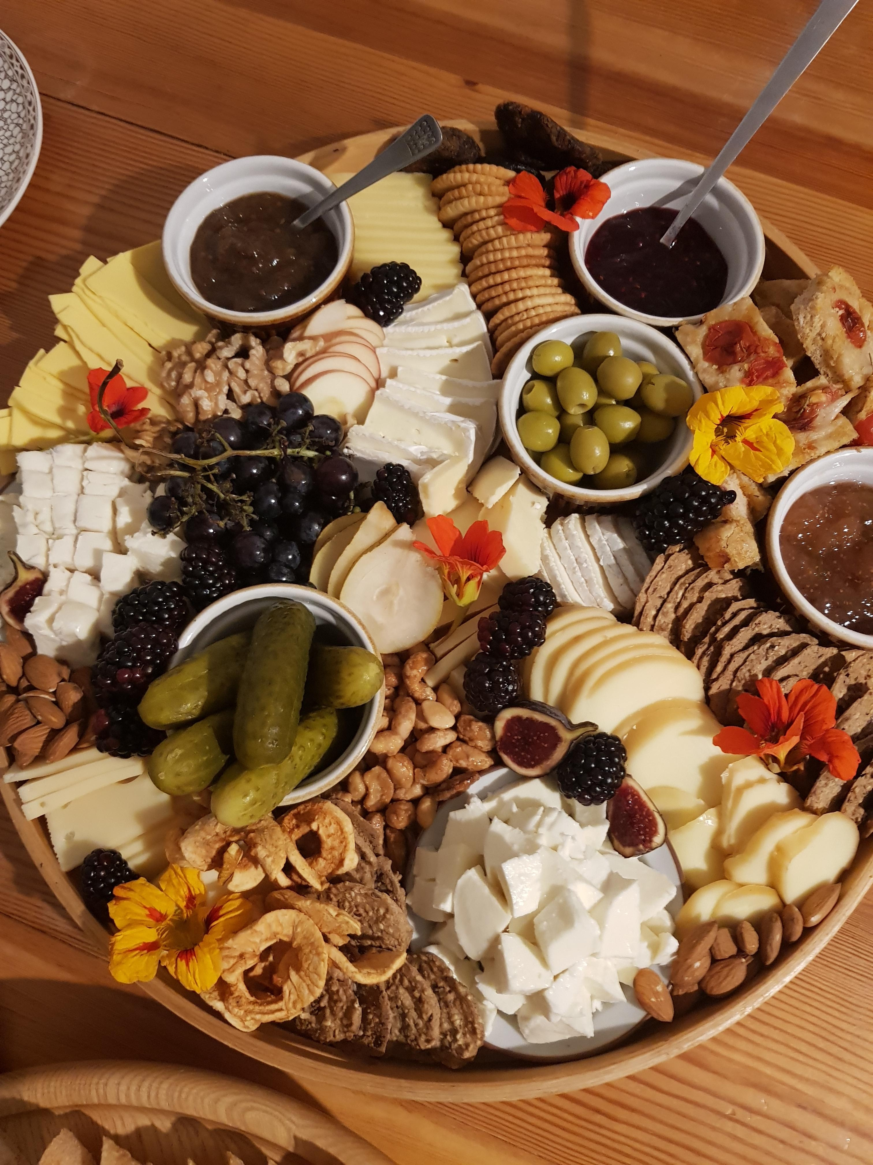 Cheeseboard #partyfood #fingerfood #easy #norecipe #foodstyling