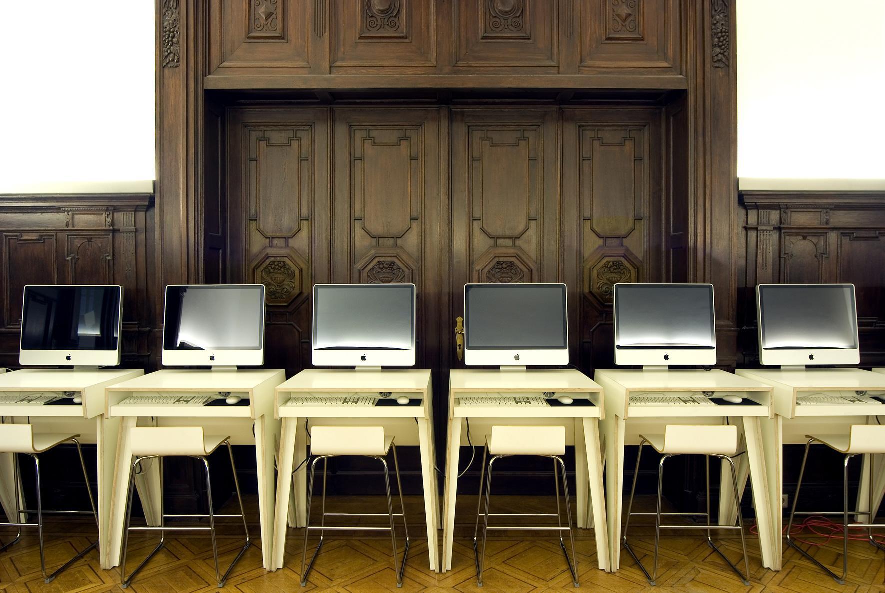computerarbeitsraum in der villa neuwerk 7 kunsthochschule halle altbau computertisch burg - Computertisch Fr Imac 27