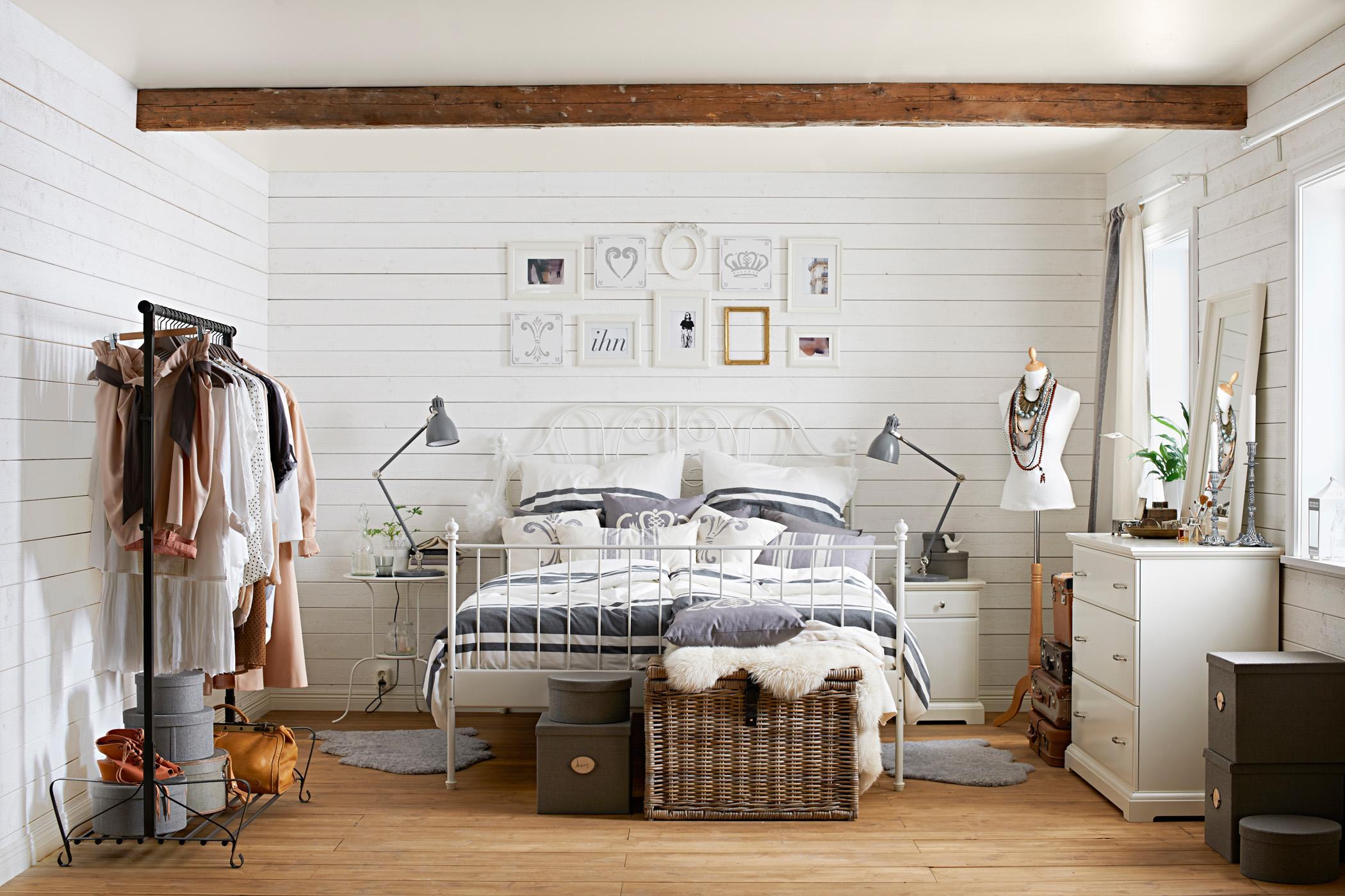 Coole Accessoires im Schlafzimmer #spiegel #bilderra...