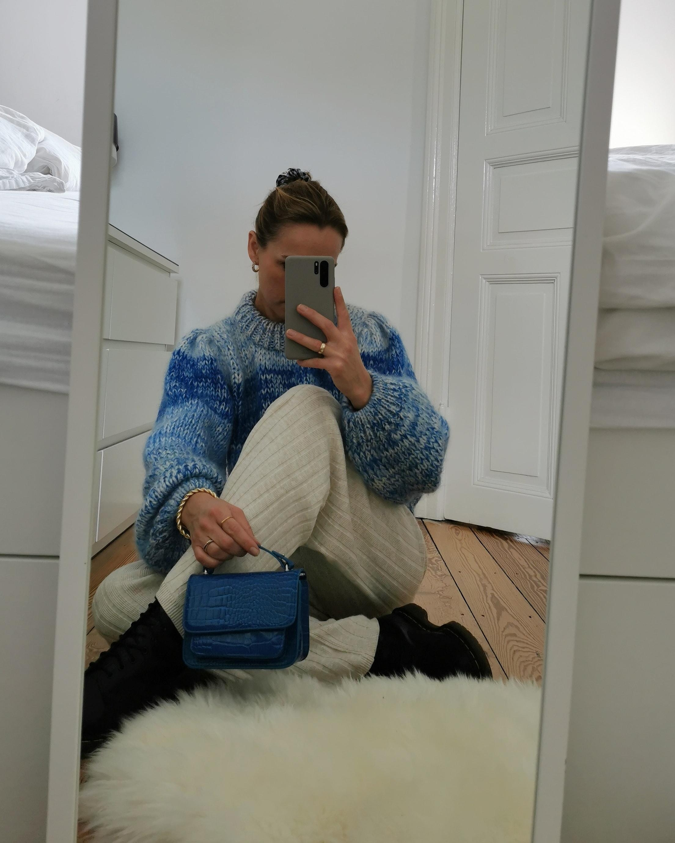 Cozy knitwear 💙 #herbstlook #fashion #fashioncrush #boots #bag #knit #knitpants