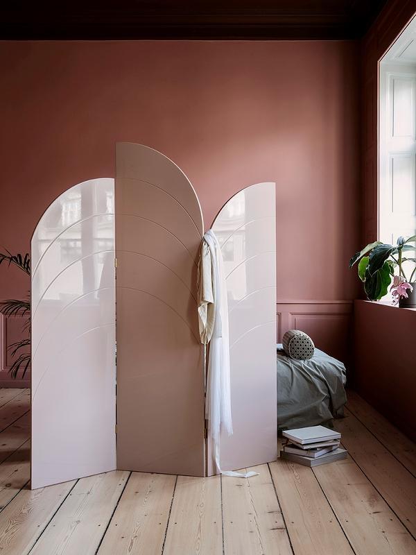 Dahinter Schläft Es Sich Noch Rosiger! #rosa #fermliving #raumteiler  #designraumteiler #