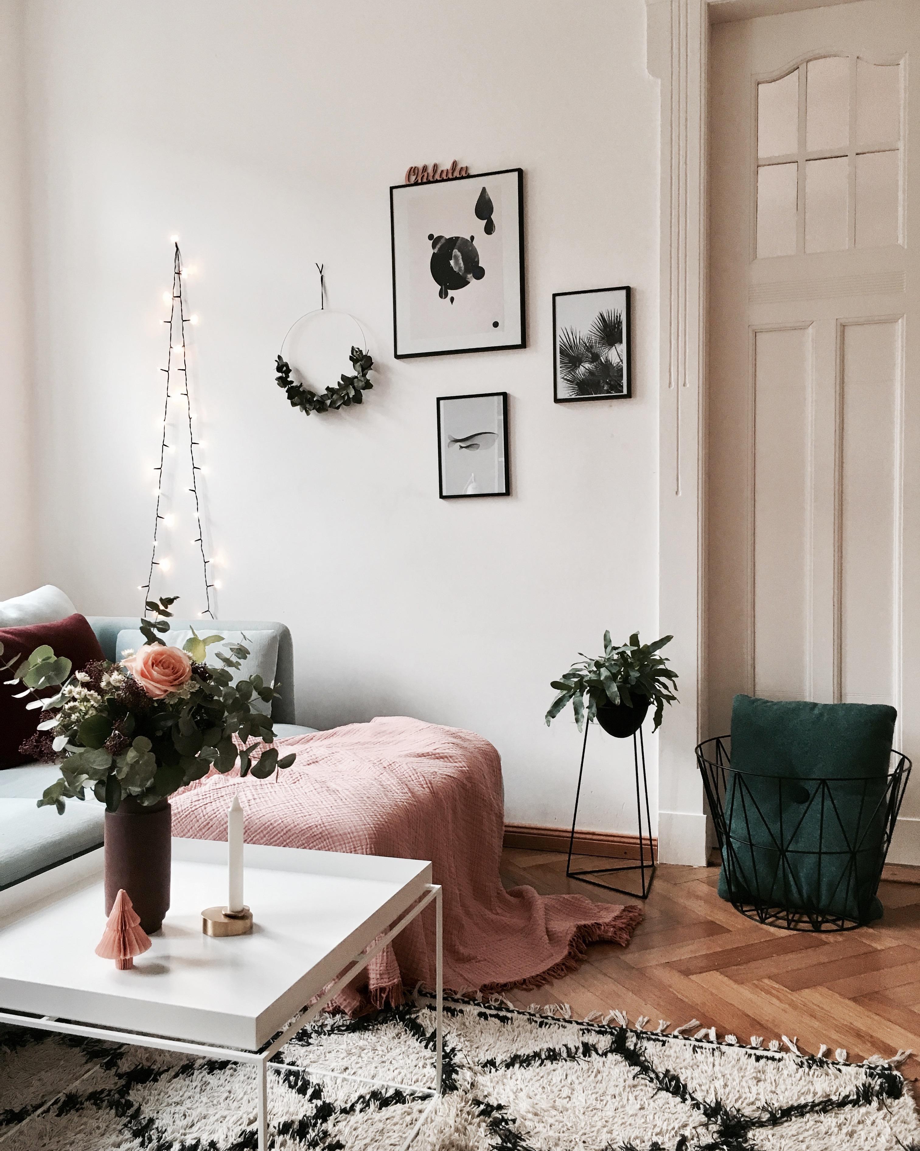 DayInRosé... #wohnzimmer #couch #couchtisch #cozy #hyggelig #flowers