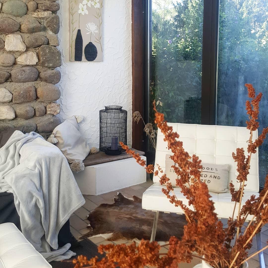 #deko #wohnzimmer #herbst #natursteinwand