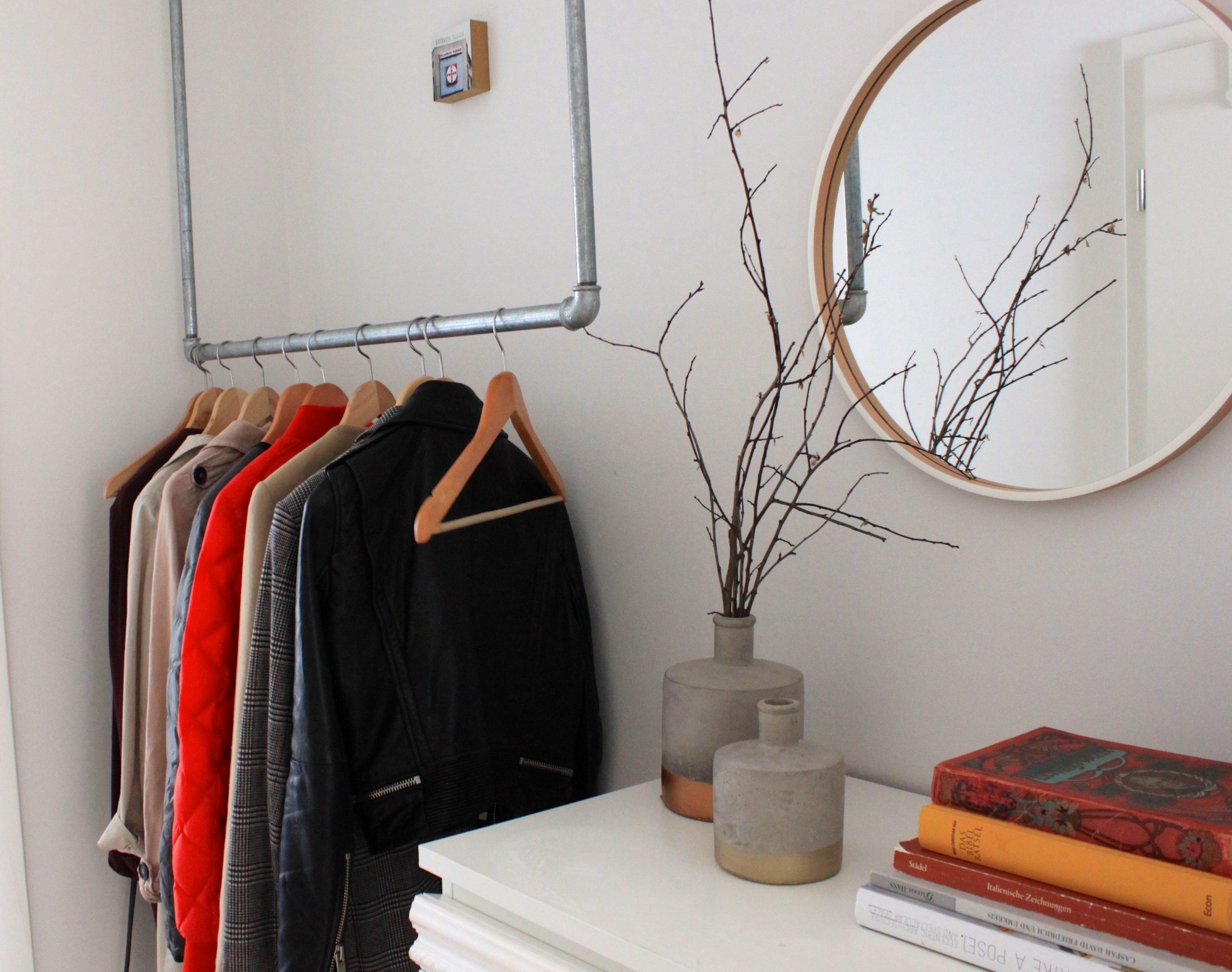 Der Flur #kommode #wandspiegel #garderobe ©Melanie