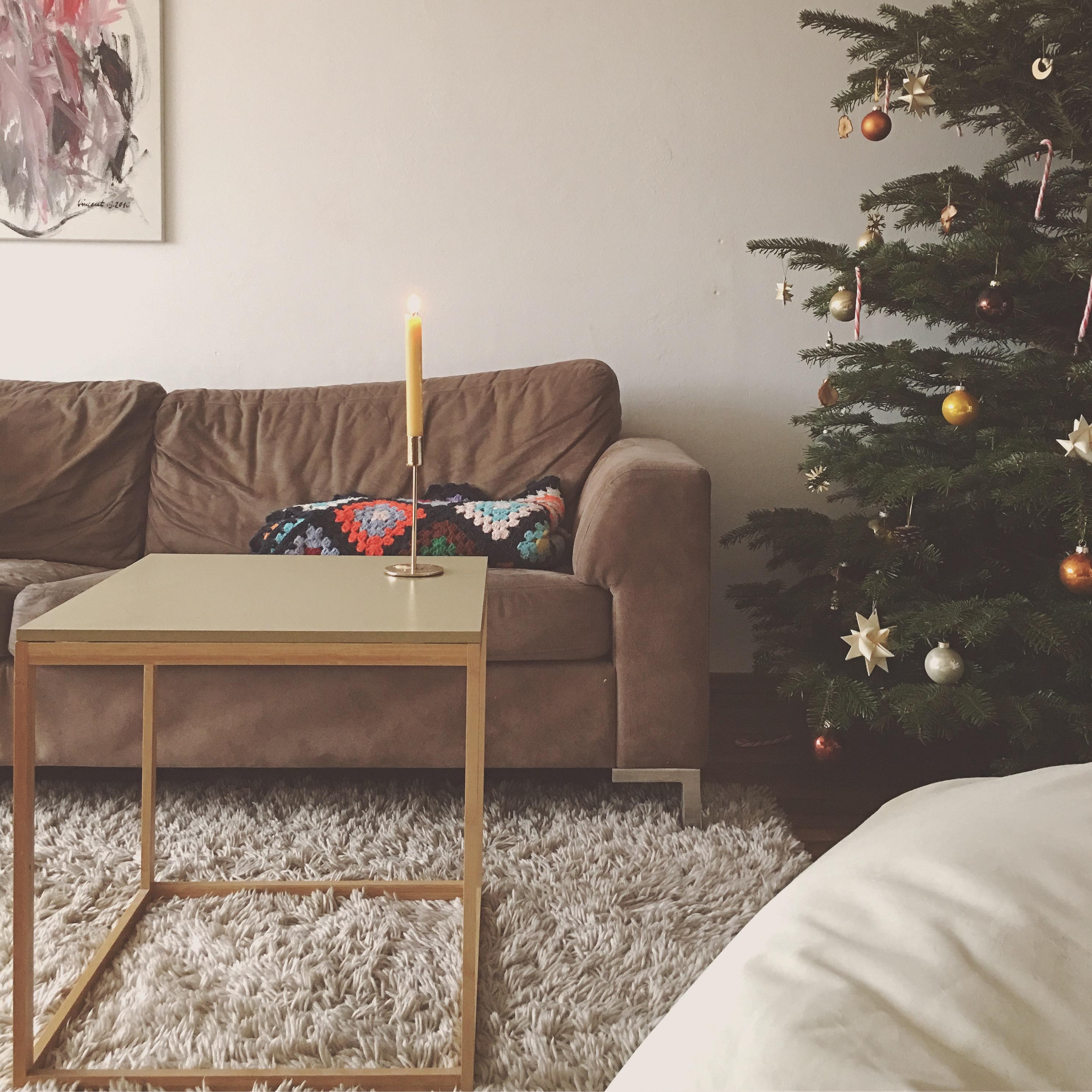 Der Weihnachtsbaum Steht Wohnzimmer Weihnachtsb