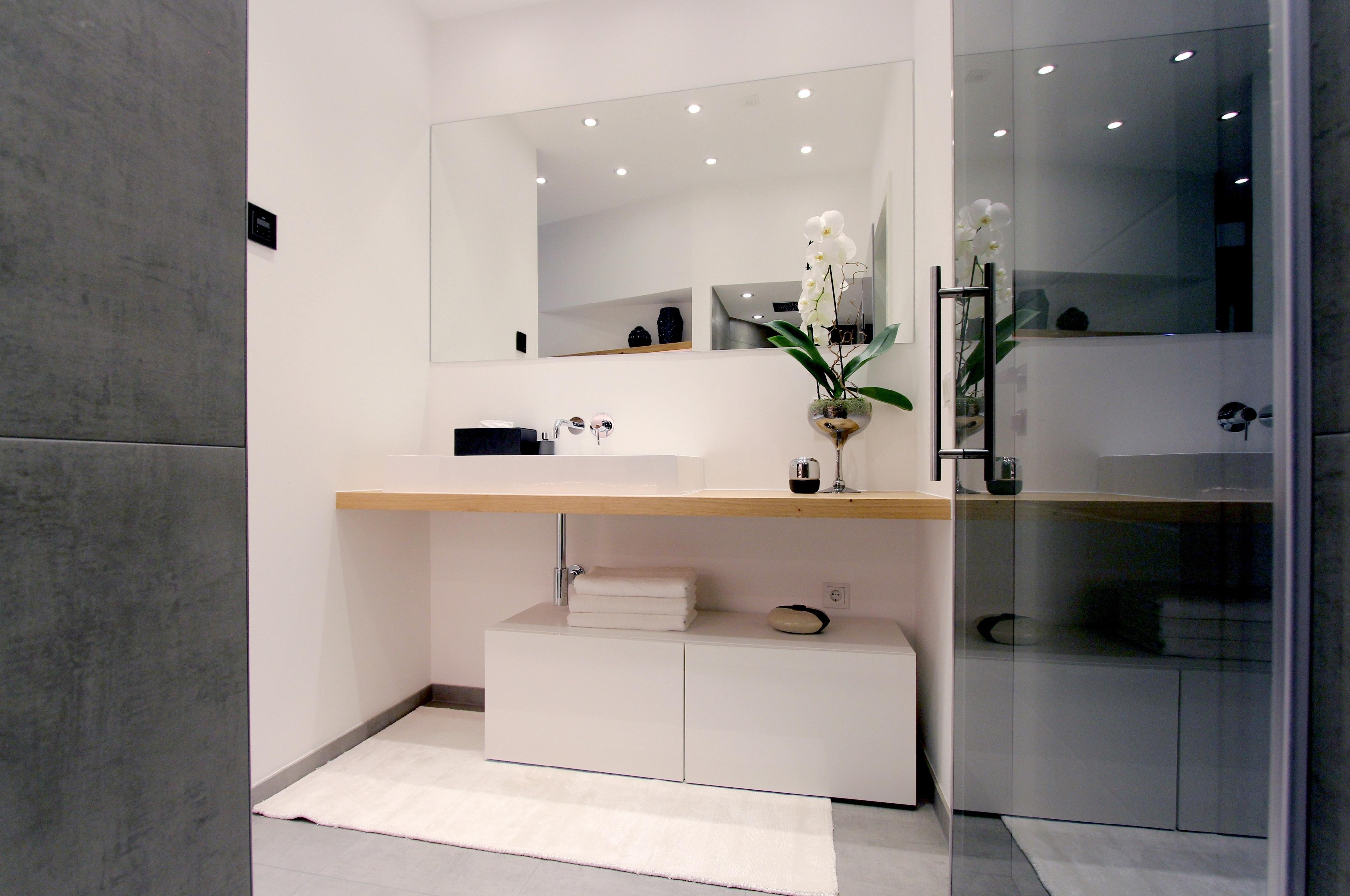 Aufsatz waschbecken bilder ideen couchstyle for Fliesenspiegel bad