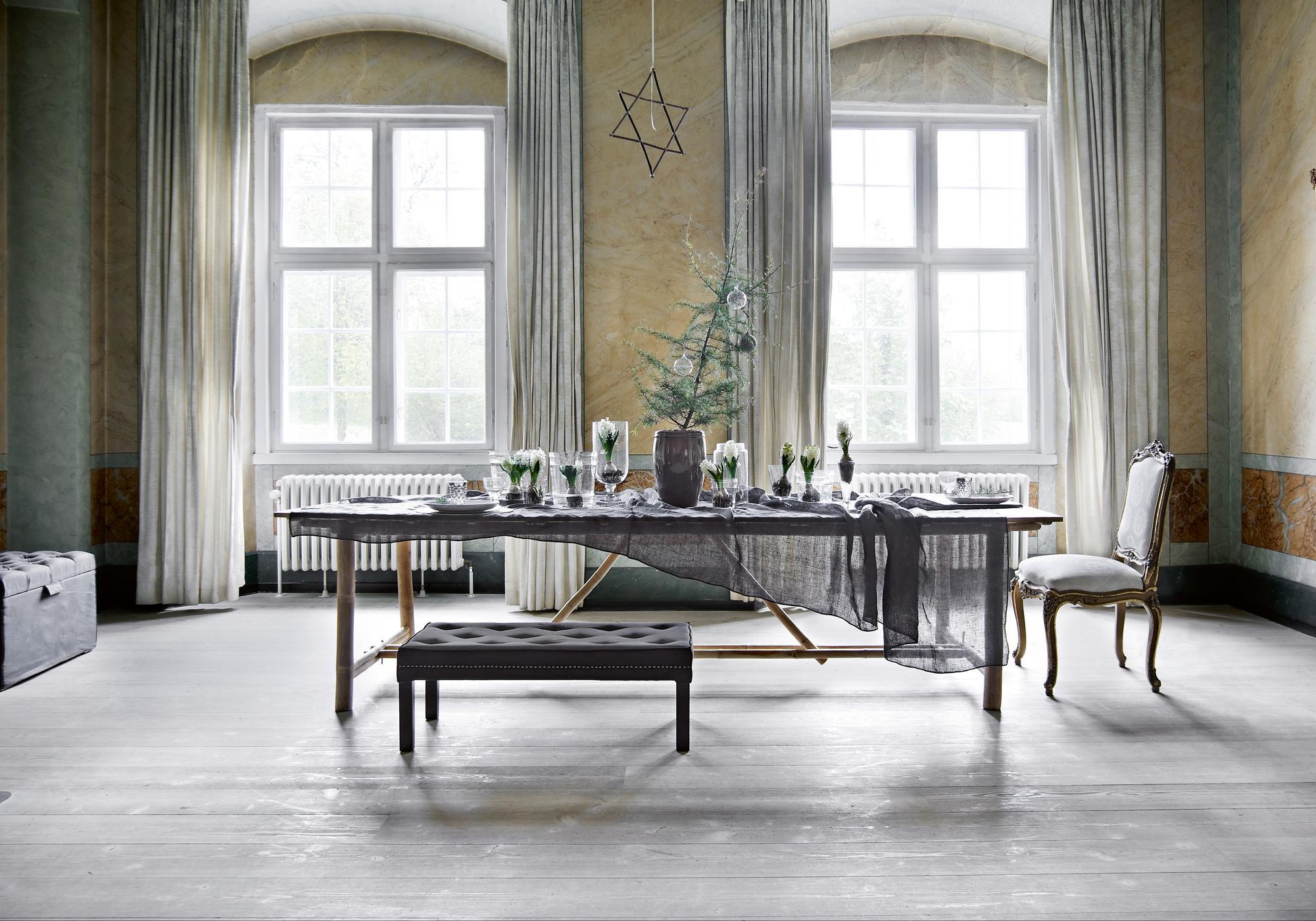 dezente weihnachtsdeko mit stern stuhl esstisch v. Black Bedroom Furniture Sets. Home Design Ideas