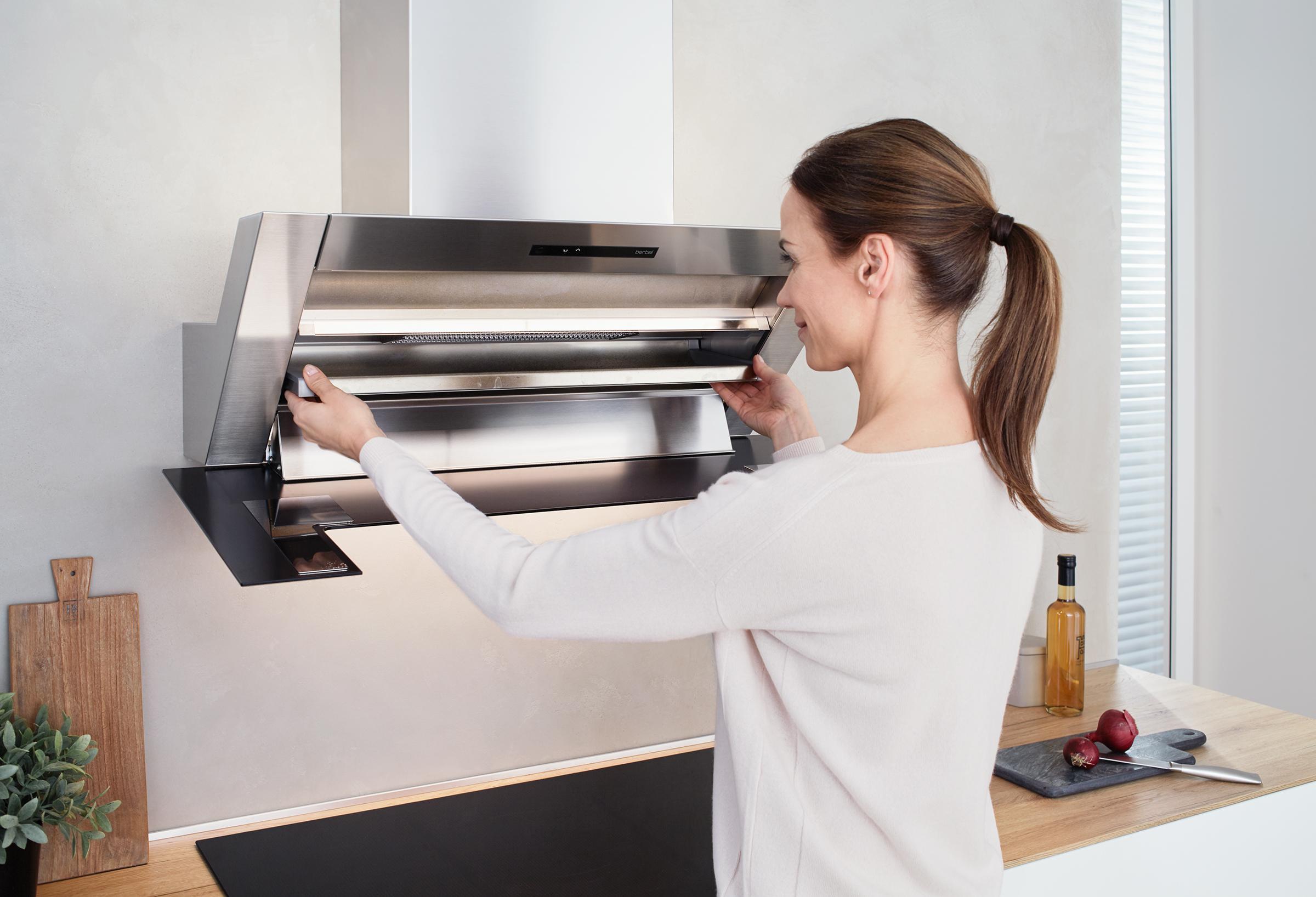 Küchenzeile einfach  Die Auffangschale lässt sich ganz einfach entnehmen ...