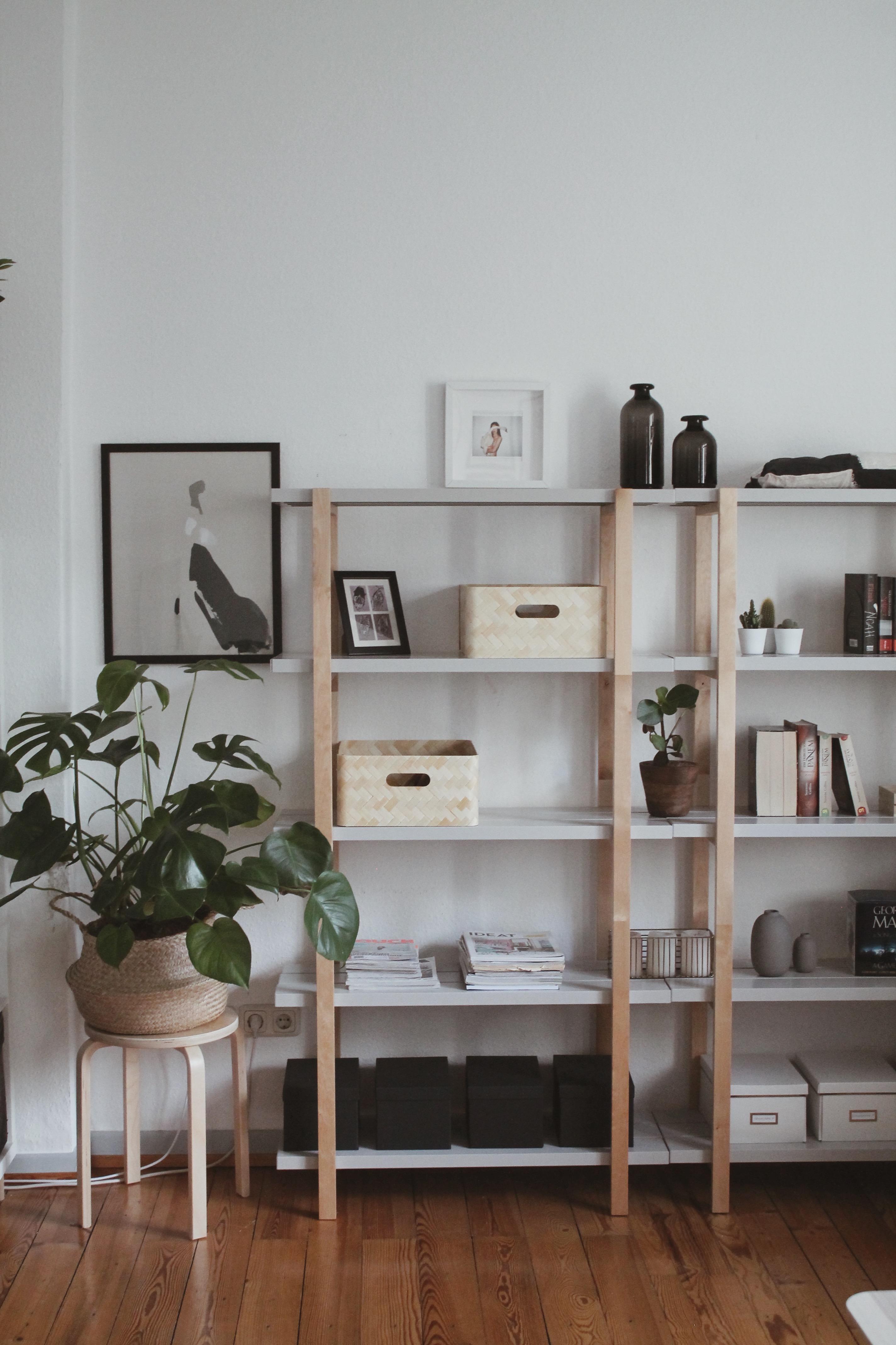 regale dekorativ gestalten inspiration bei couch. Black Bedroom Furniture Sets. Home Design Ideas