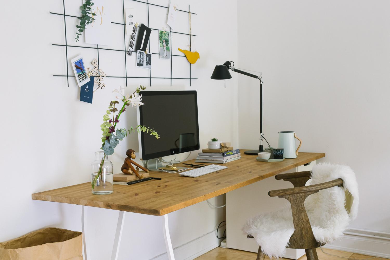 DIY überm Schreibtisch: Rankgitter Als Pinnwand. #homeoffice #schreibtisch # Diy #artemide