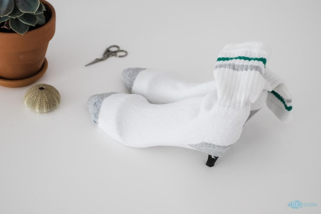 #diysockboots #whitesockboots #tennissocks #tutorial #howtomakesockboots #easy