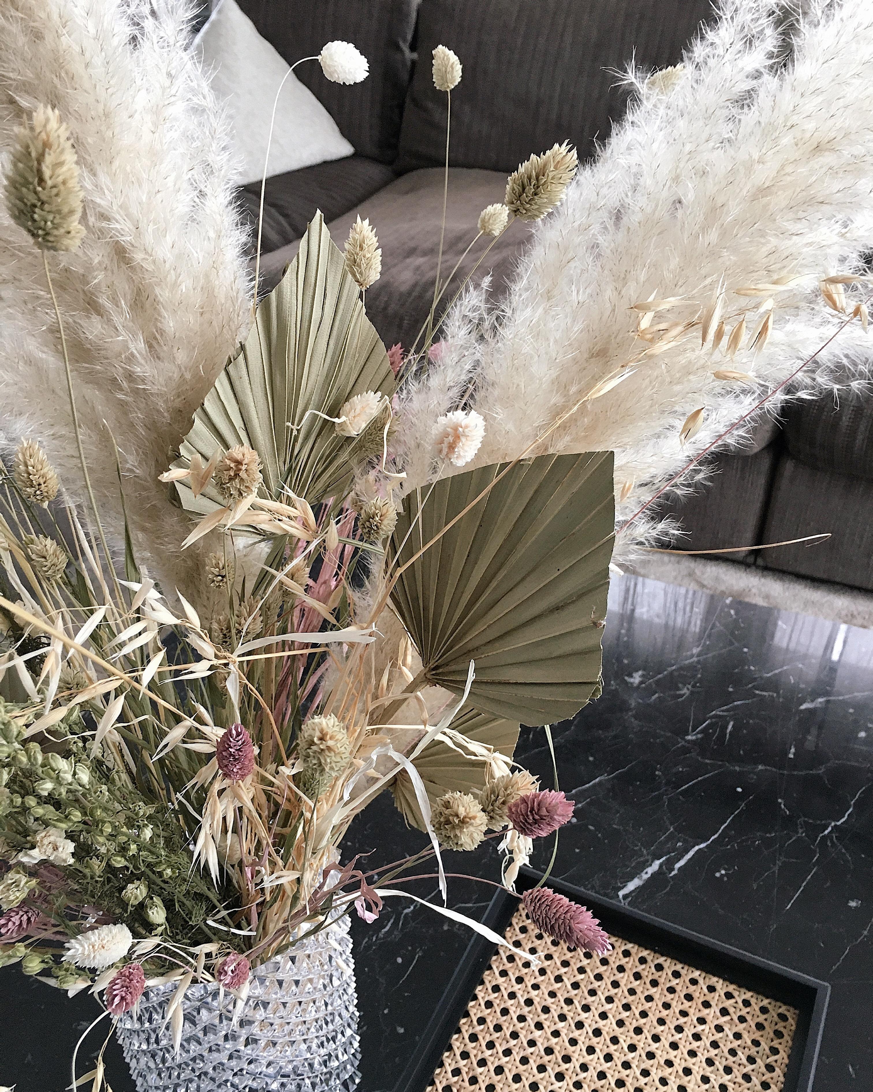 Cosy Homeoffice: Dried Flower Bouquet #freshflowerfriday #wintertime