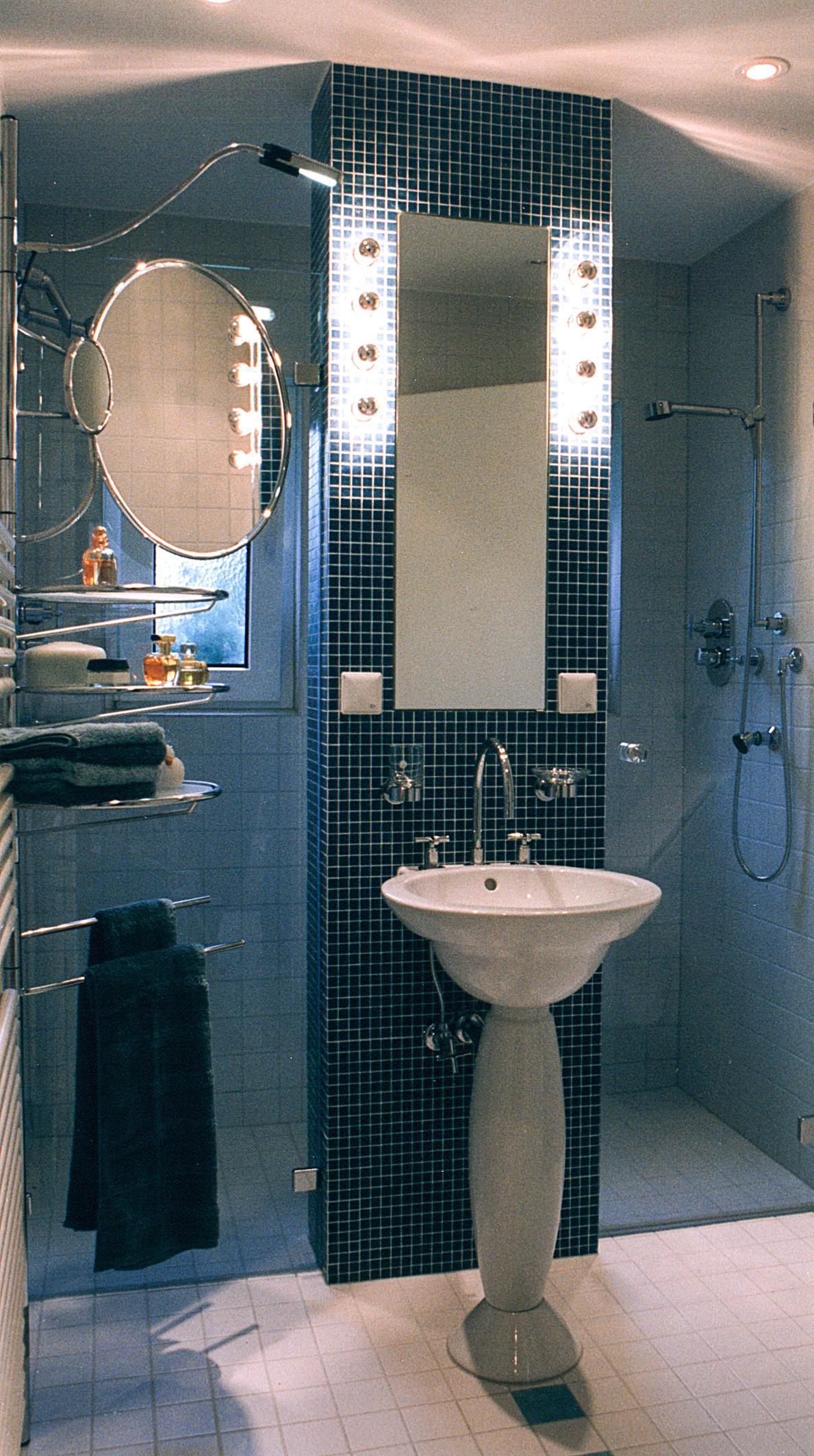 Duschen zu Zweit #bad #badezimmer #retro ©Werner Die...