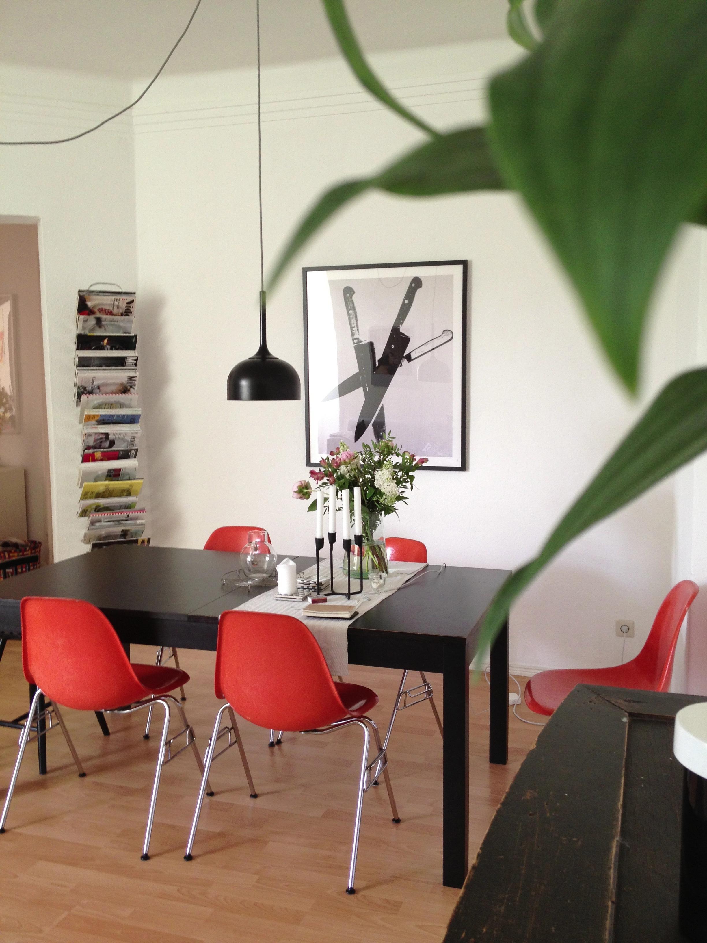 Eames chair orange esstisch aufbewahrung pendelle for Eames lampe