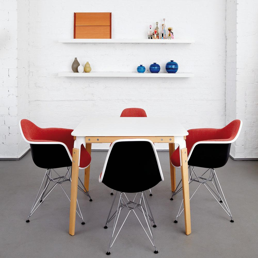 Eames Plastic Chairs von Charles & Ray Eames #wandregal #tisch ©Copyright by Markanto