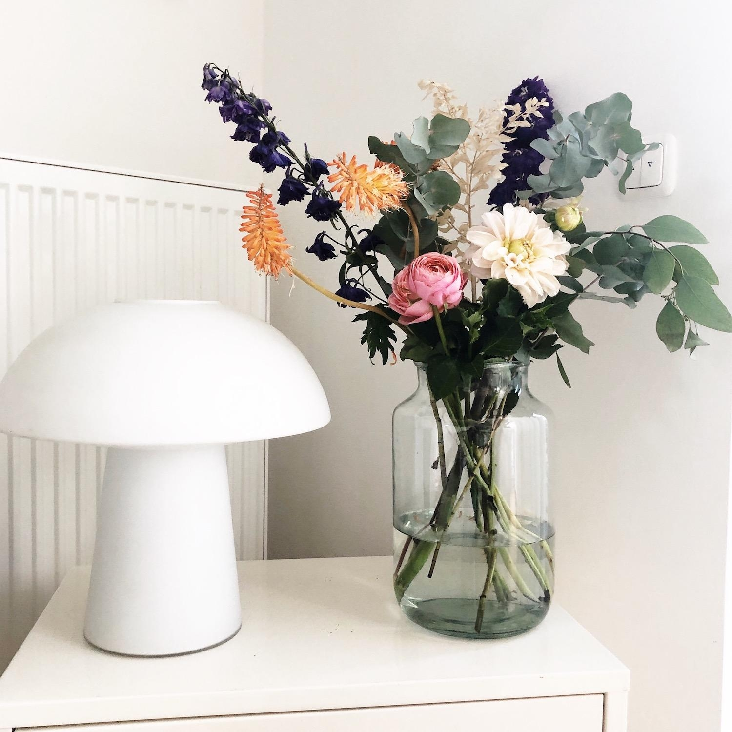 Easy Floral Styling mit Eukalyptus #Blumenstyling #Blumendeko #Floralstyling #Deko #Blumenstrauss #Scandistyle