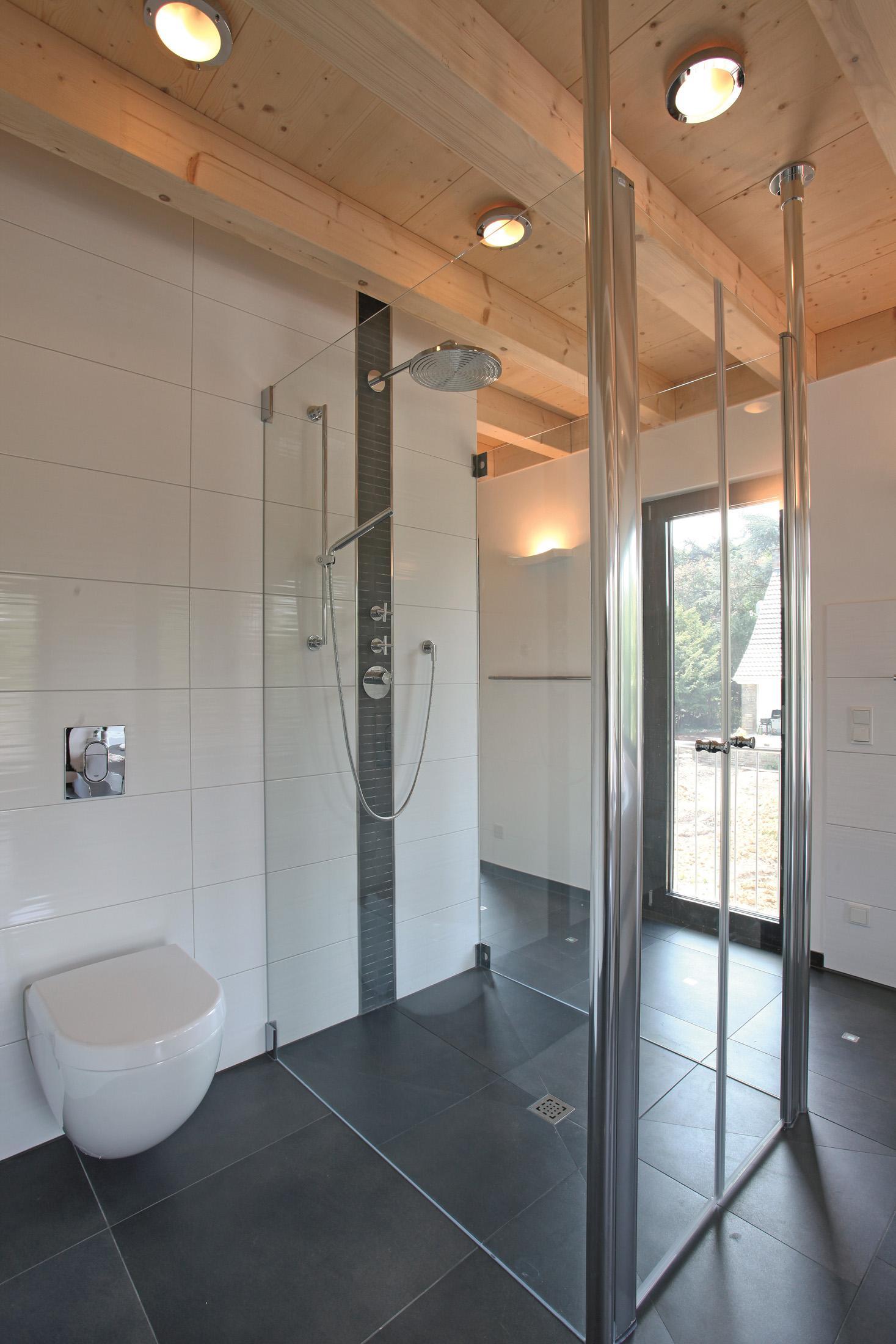 Ebenerdige Luxusdusche #deckenpaneel #fliesen #dusch...