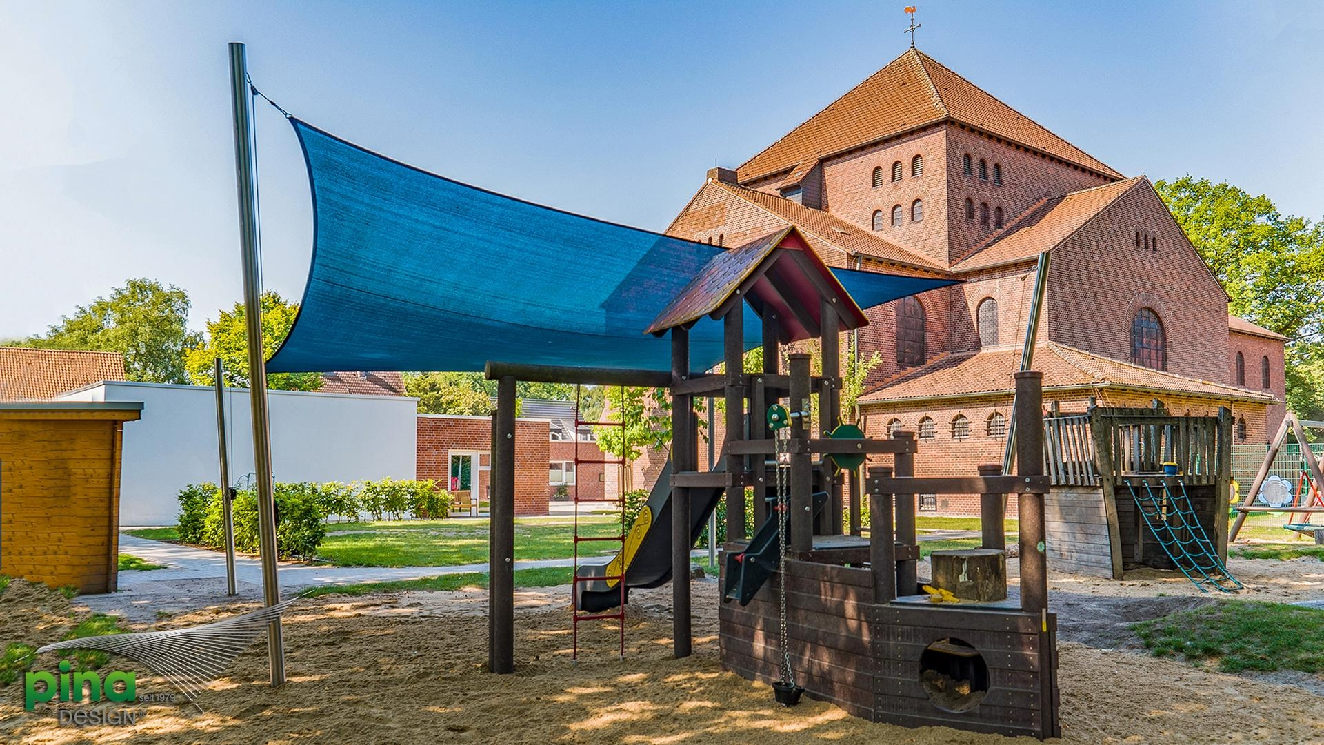 Ein Schattiger Spielplatz Für Kinder Sonnensegel