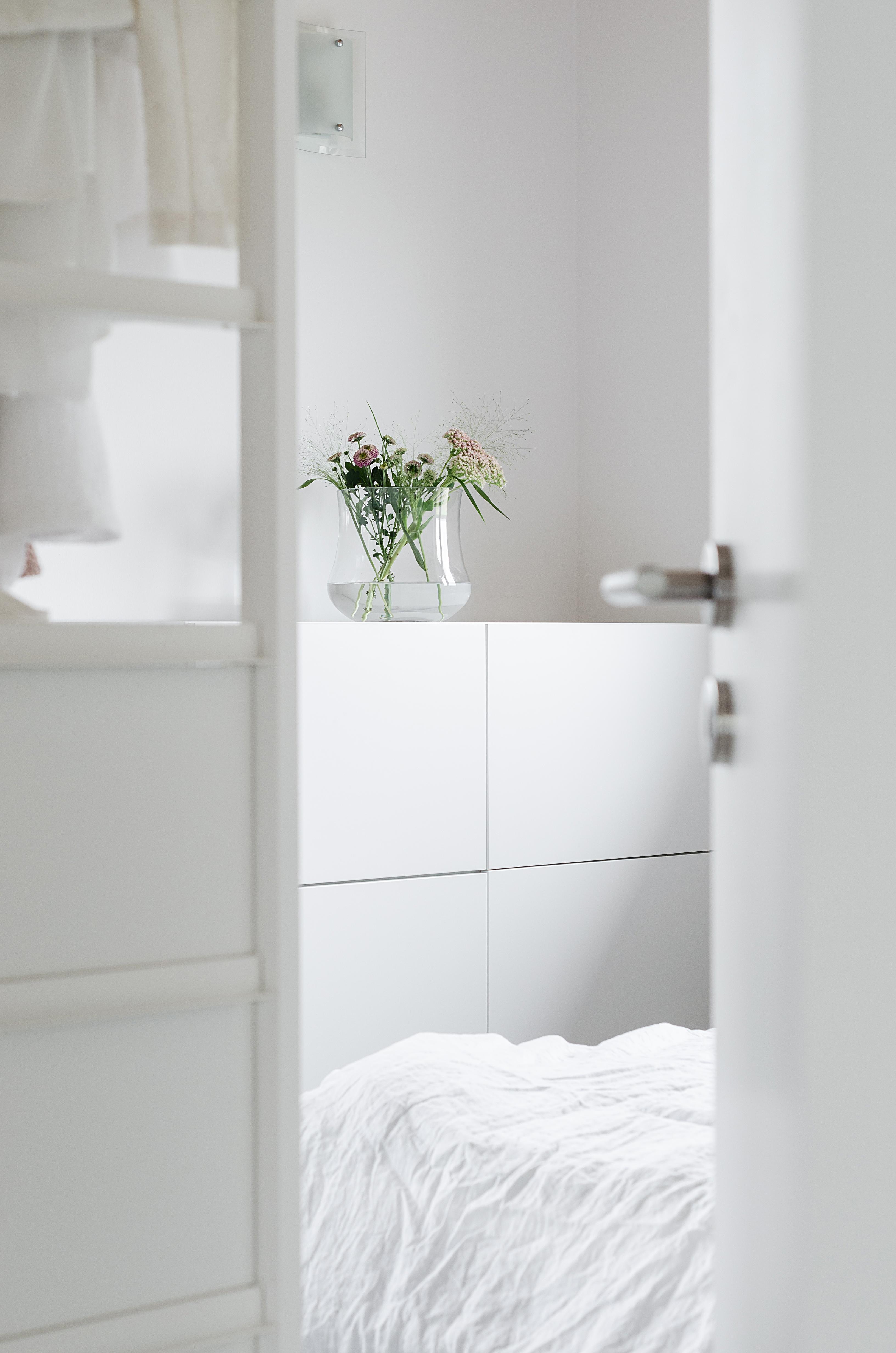 minimalistisches schlafzimmer. Black Bedroom Furniture Sets. Home Design Ideas
