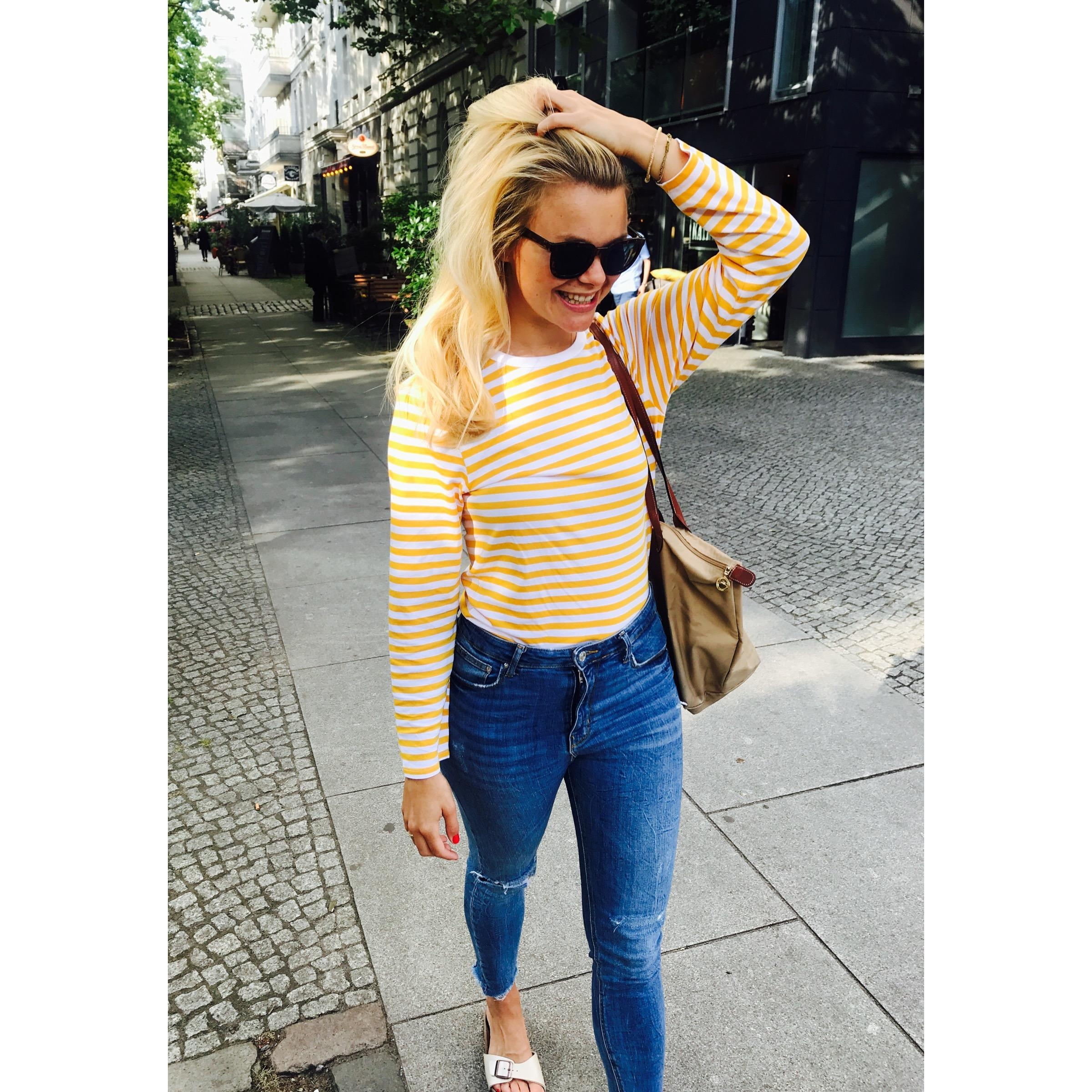 Einfach mal #Pause machen. #weekendvibes #summerlove #yellowstripes #birkenstocks #denimlove #empowerment