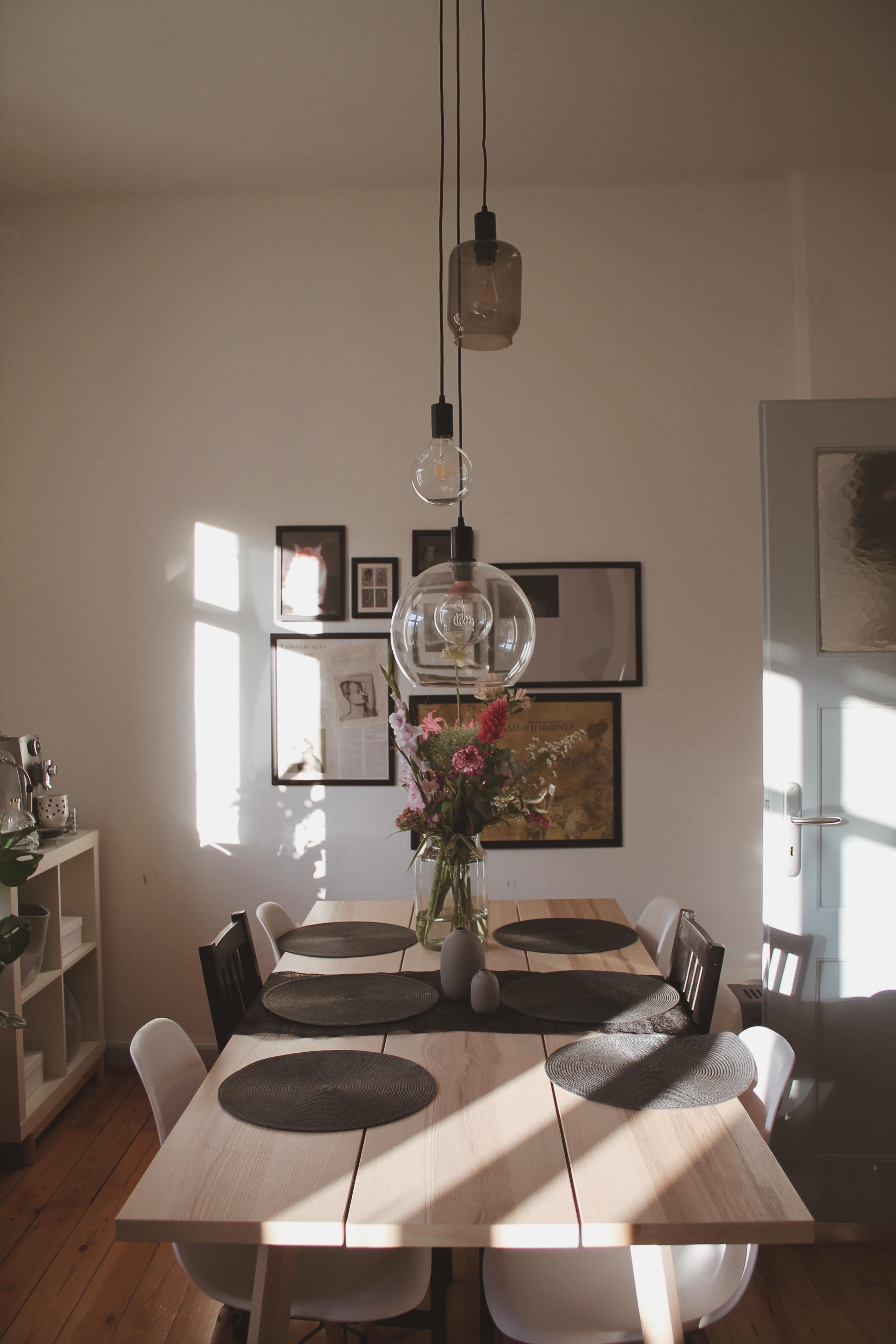 Einmal Abendsonne Zum Mitnehmen Bitte! ☀ #esszimmer #couchstyle #lampe  #scandinaviandesign